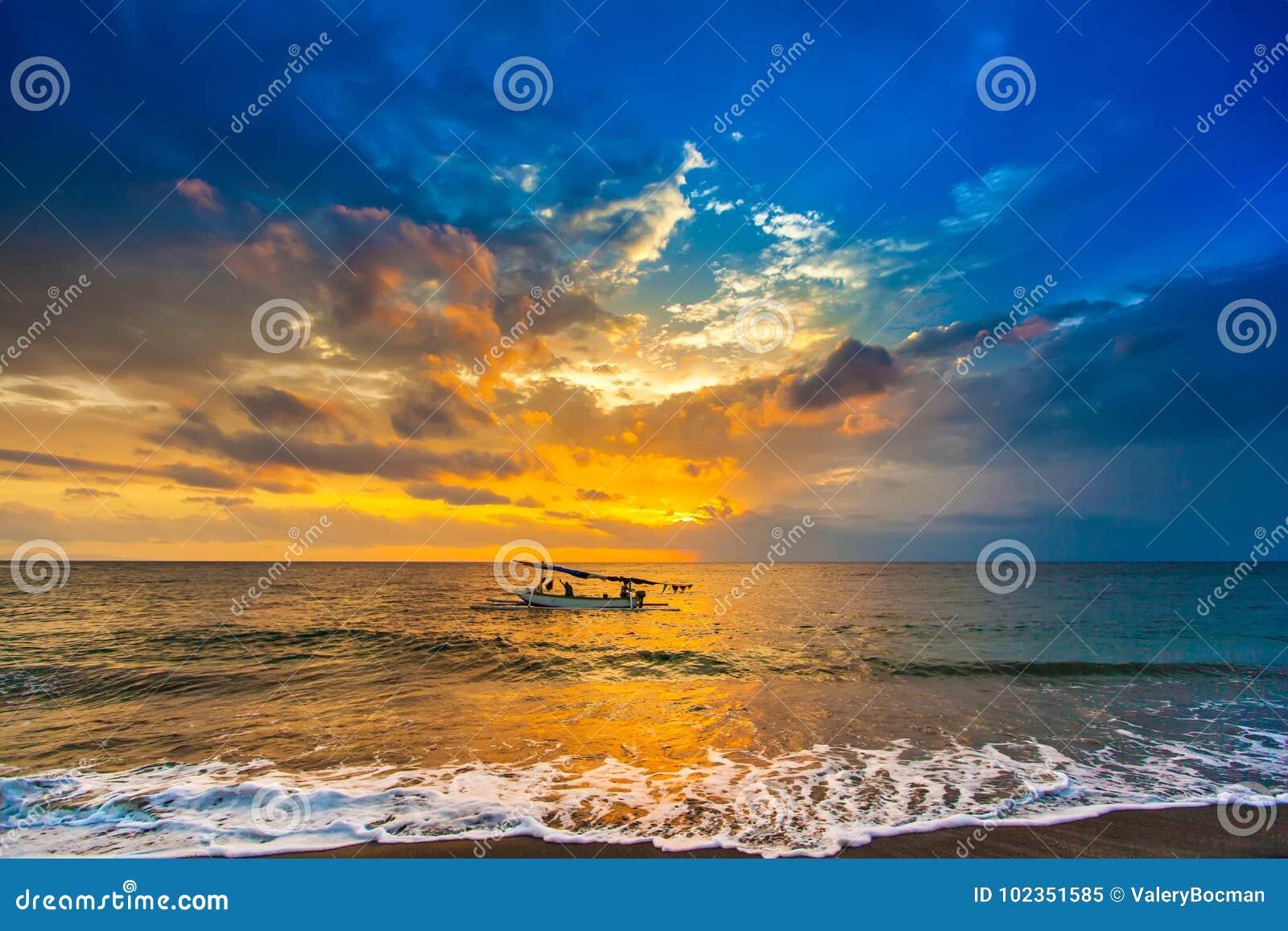 Puesta del sol en el Lombok Indonesia