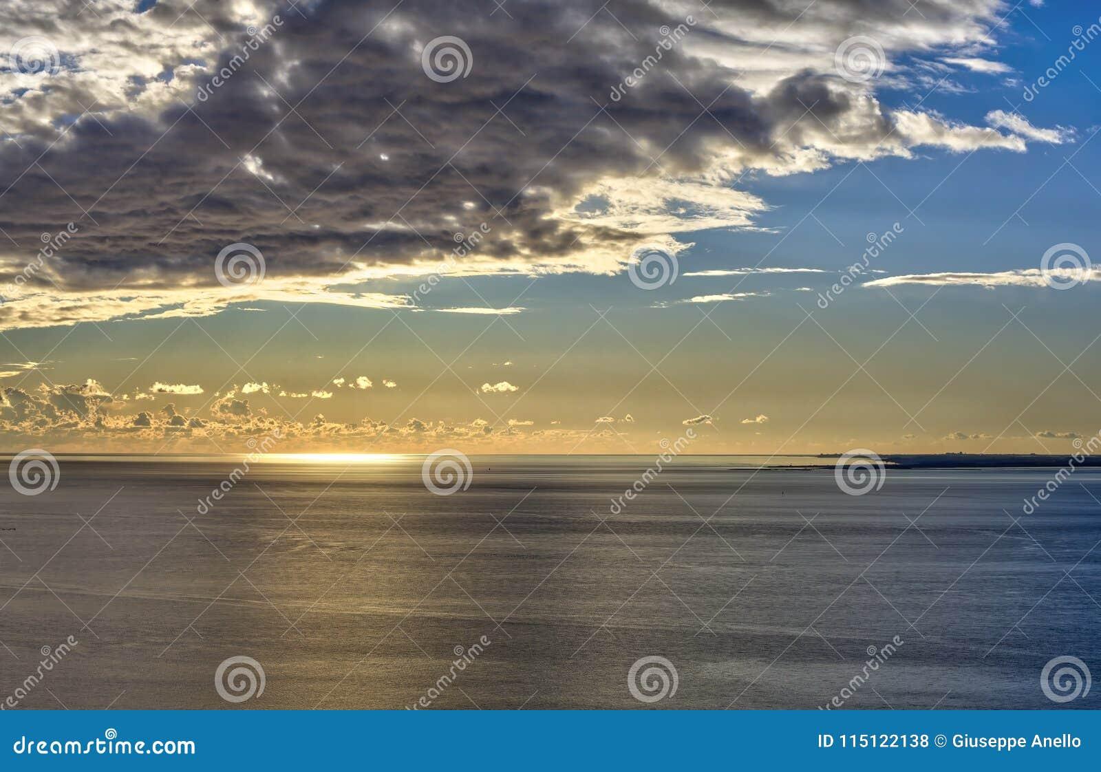 Puesta del sol en el mar de Trieste