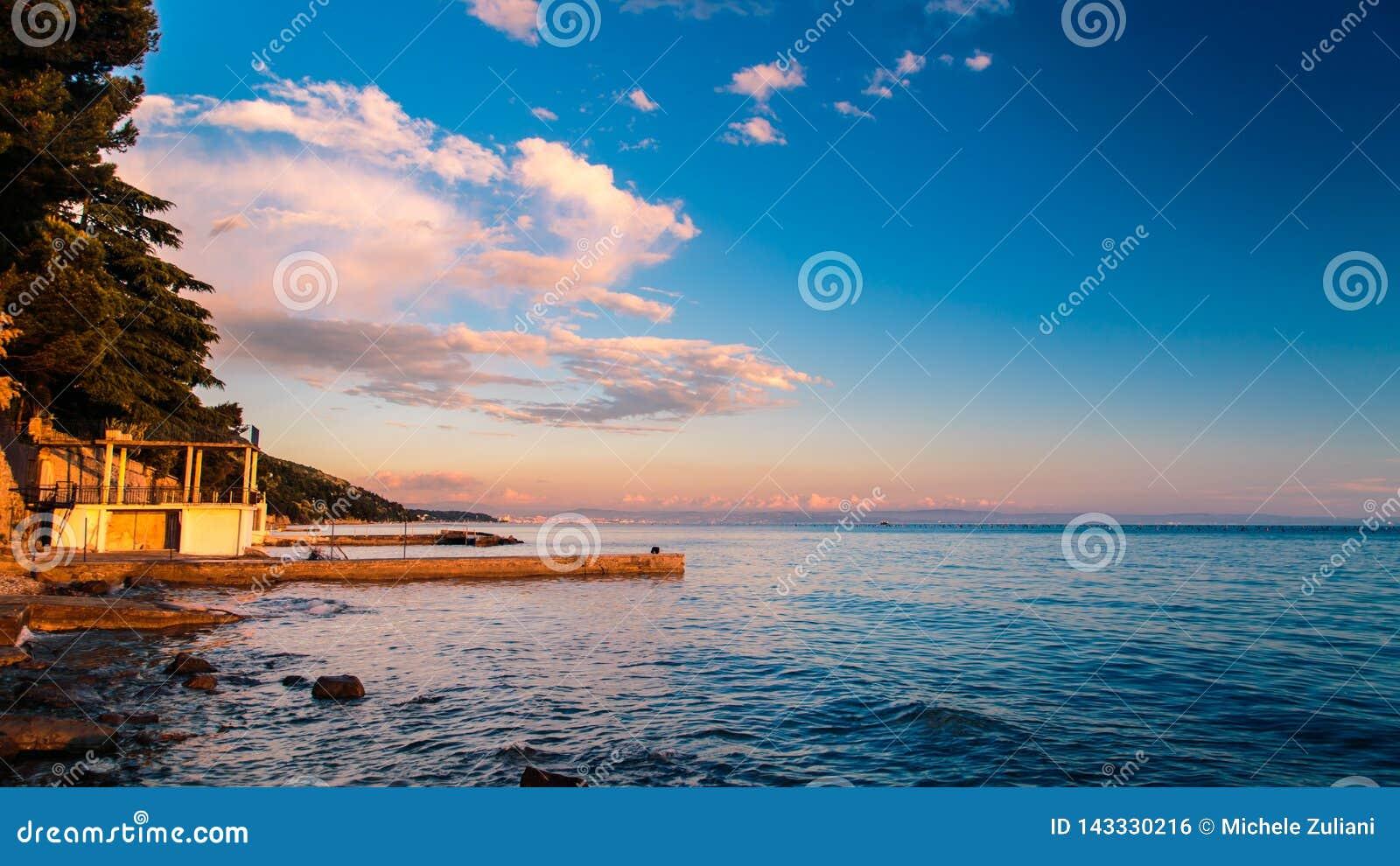 Puesta del sol en el mar, Trieste