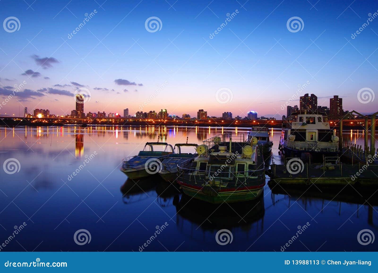 Puesta del sol en el puerto