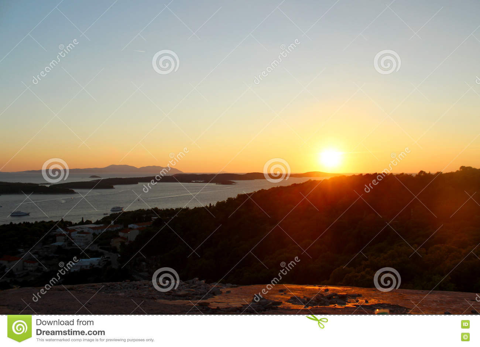 Puesta Del Sol En Hvar Croacia Foto De Archivo Imagen