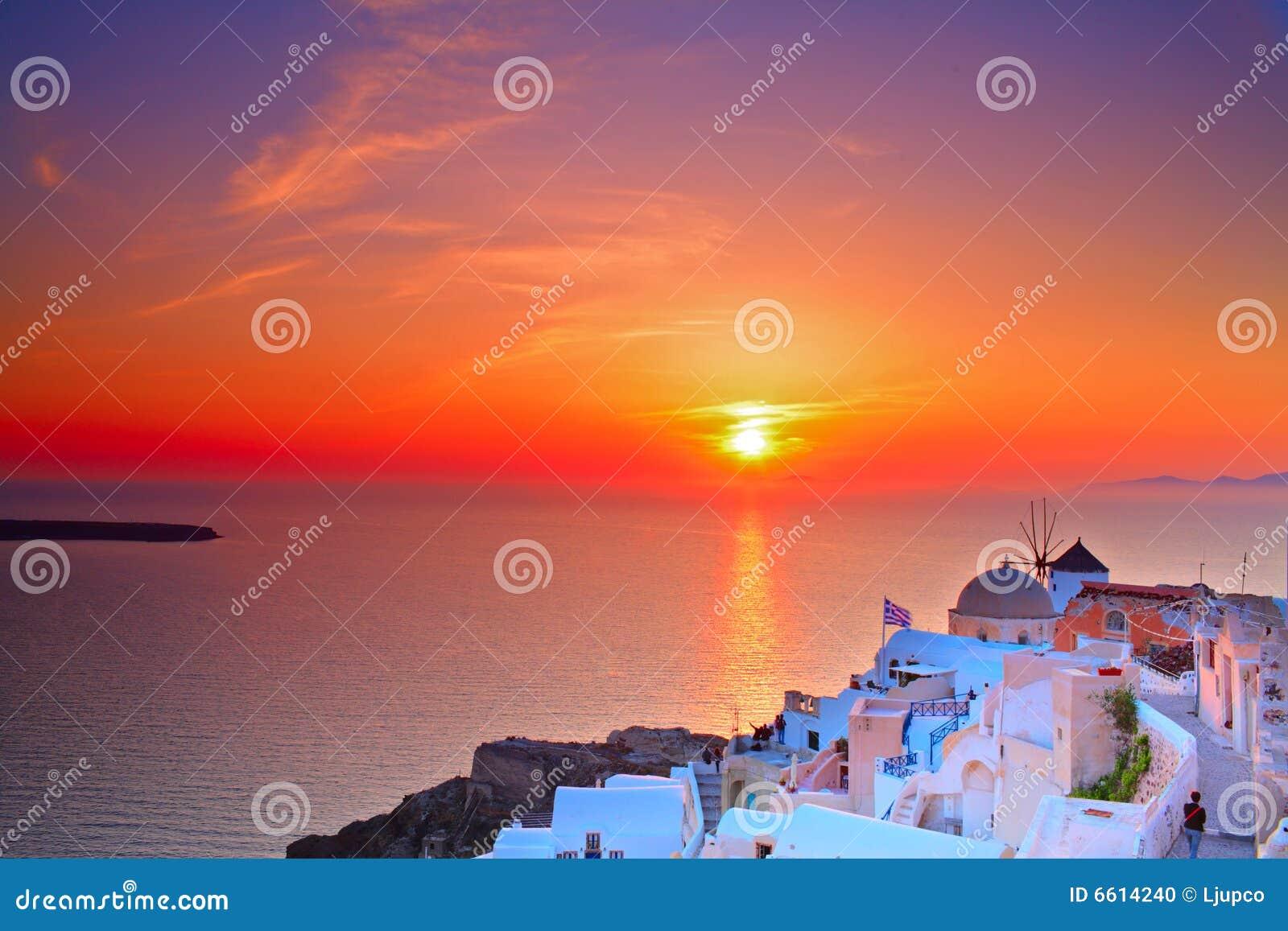 Puesta del sol en la aldea de Oia