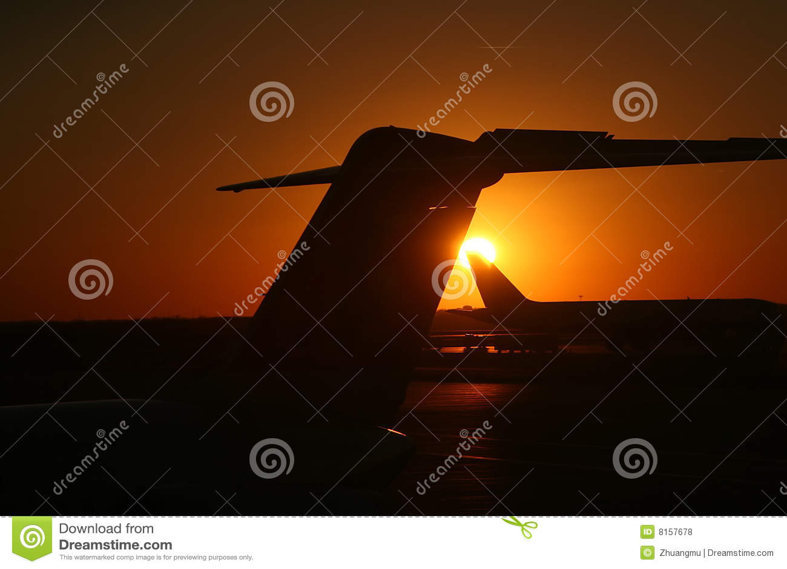 Puesta del sol en la cola fotos de archivo libres de for Hora puerta del sol