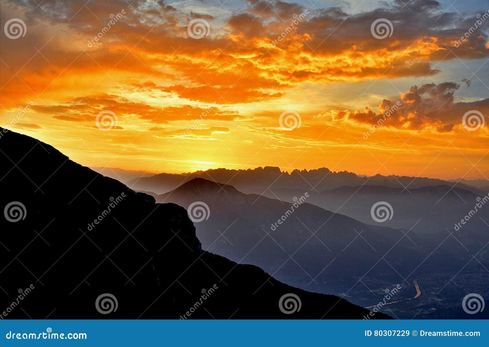 Puesta del sol en las dolomías