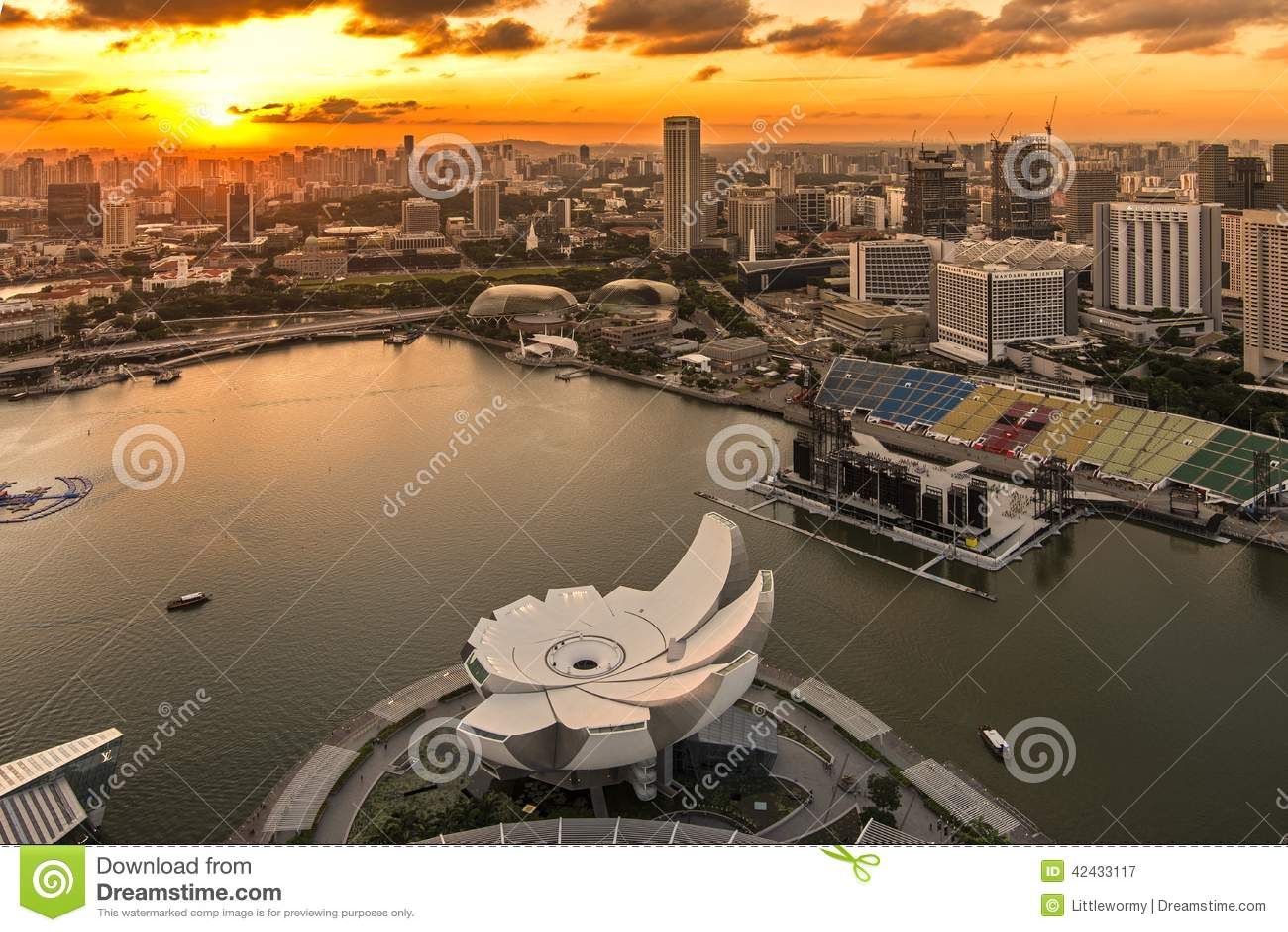 Puesta del sol en Marina Bay, Singapur