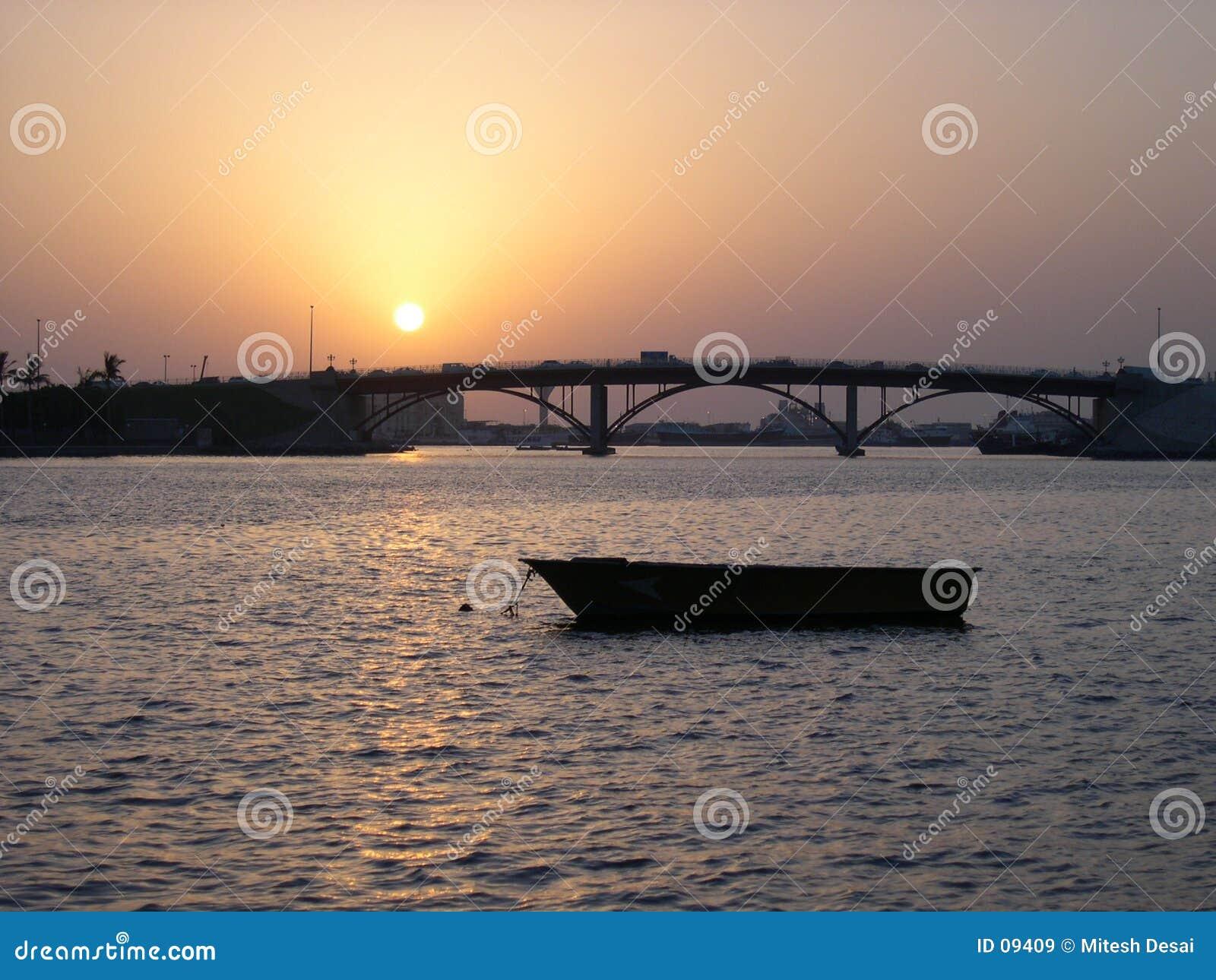 Puesta del sol en Sharja Corniche