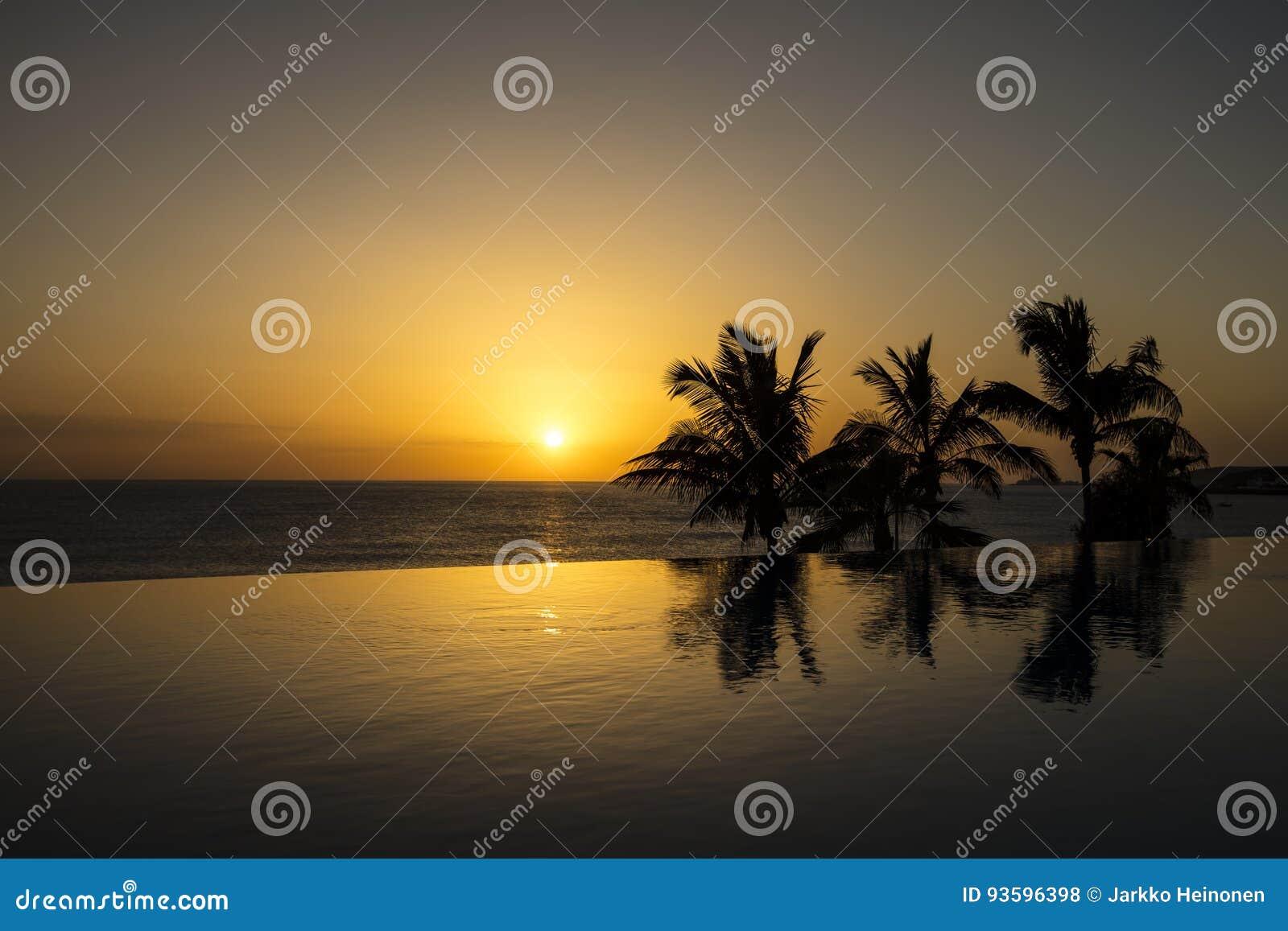 Puesta del sol hermosa en España, Gran Canaria