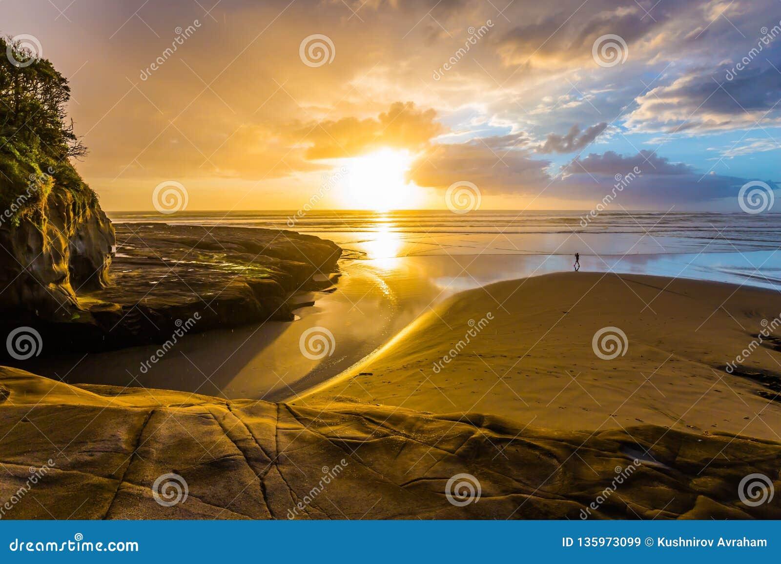 Puesta del sol hermosa fenomenal