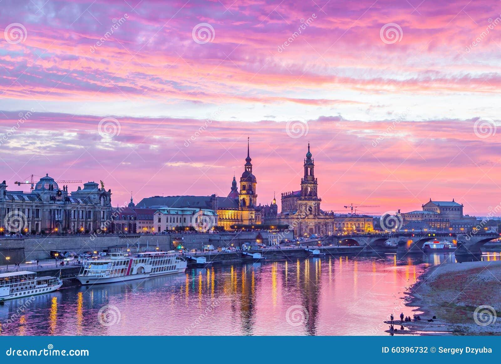 Puesta del sol púrpura en Dresden