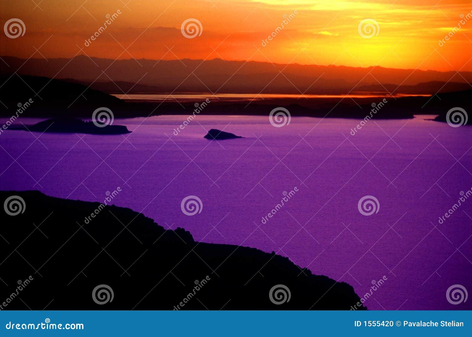 Puesta del sol sobre el lago Titicaca Perú - 3
