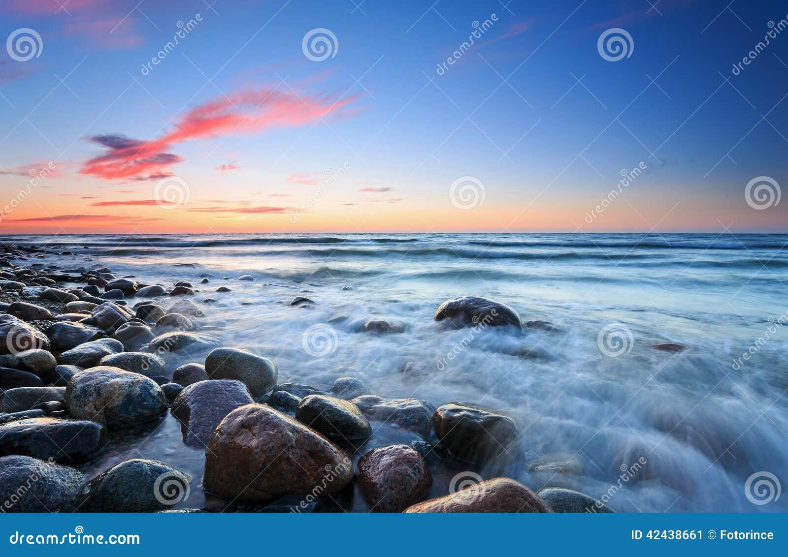 Puesta del sol sobre el mar Báltico