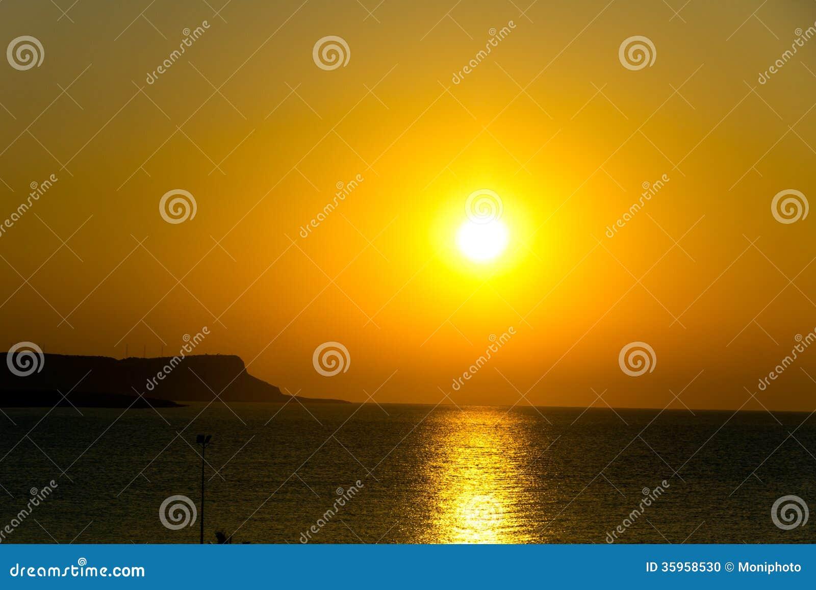 Puesta del sol sobre el mar, Chipre, Ayia Napa