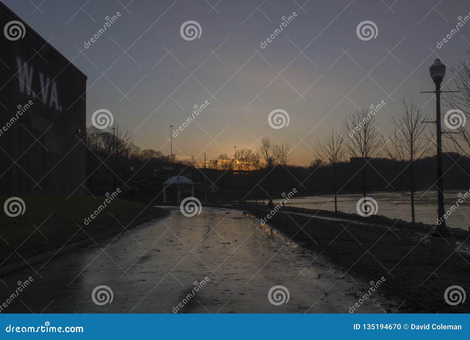 Puesta del sol sobre el río Ohio