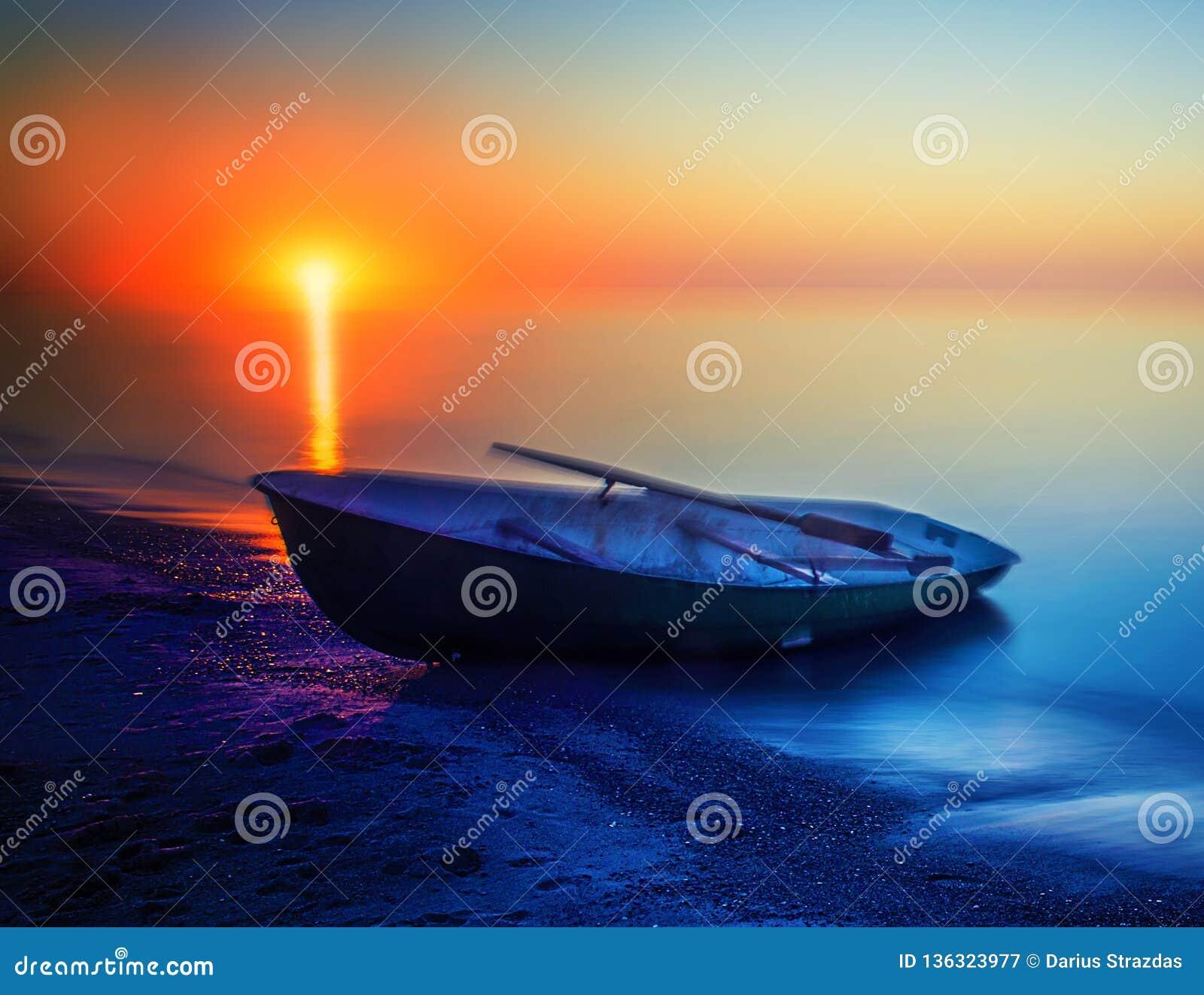 Puesta del sol del verano del paisaje marino