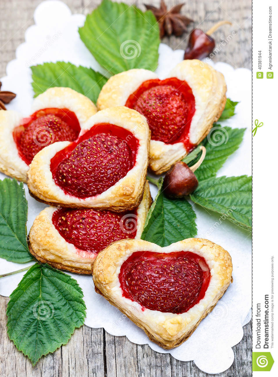 Puff pastry cookies filled with fresh strawberries