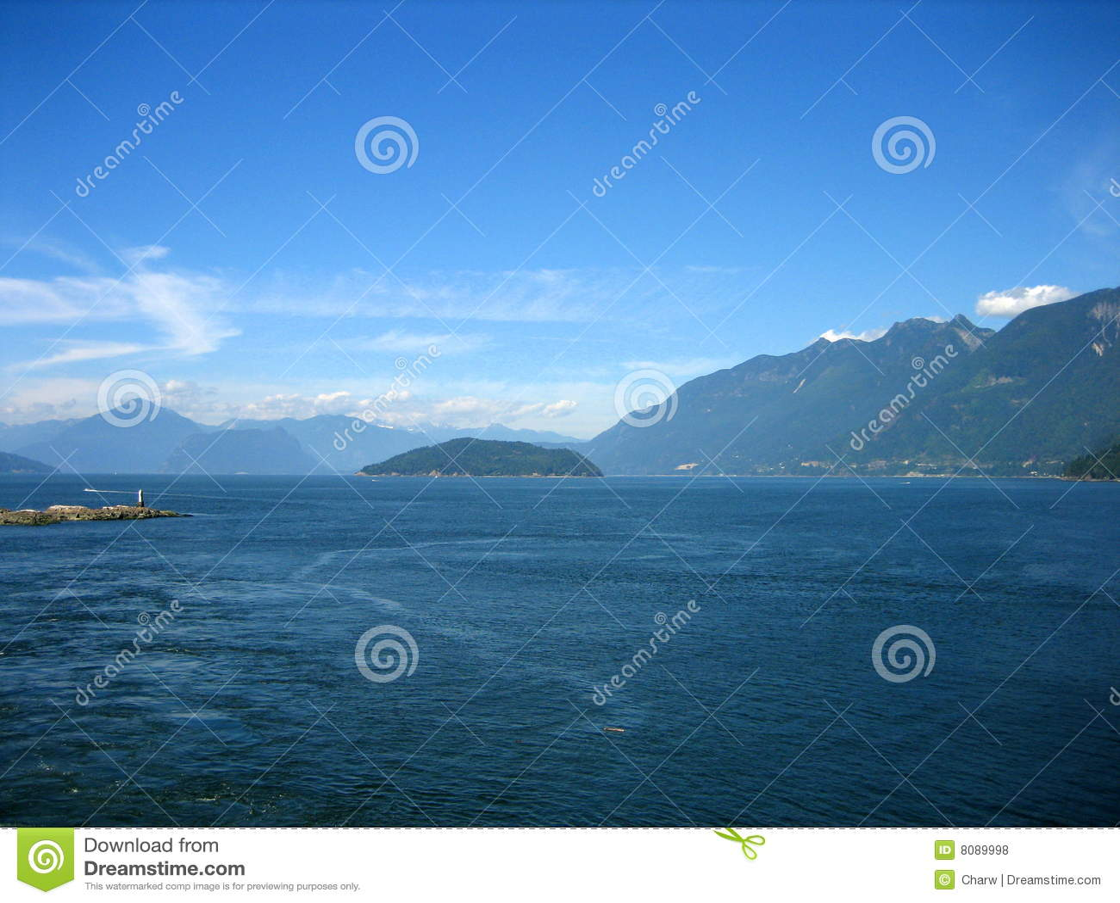 Puget Sound mit Land