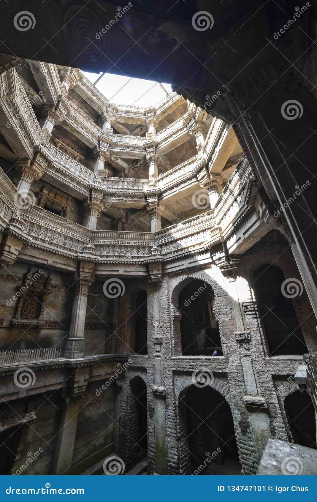 Puits antique à Ahmedabad Inde, Gujara
