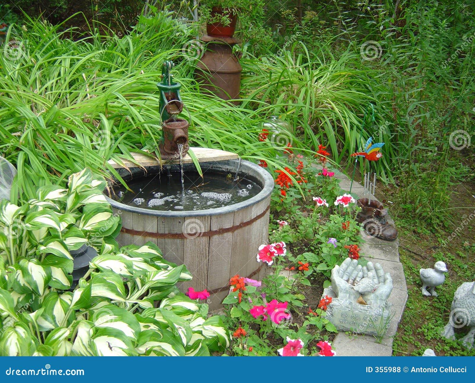 Puits de jardin photos libres de droits image 355988 for Puit decoratif de jardin