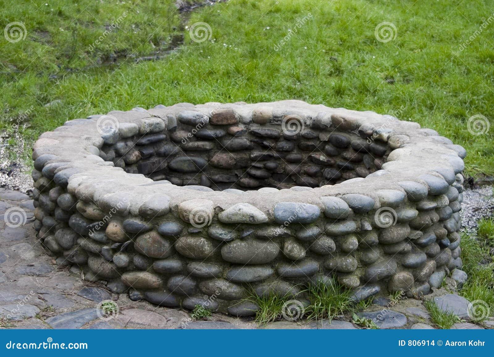 puits de pierre images stock image 806914. Black Bedroom Furniture Sets. Home Design Ideas