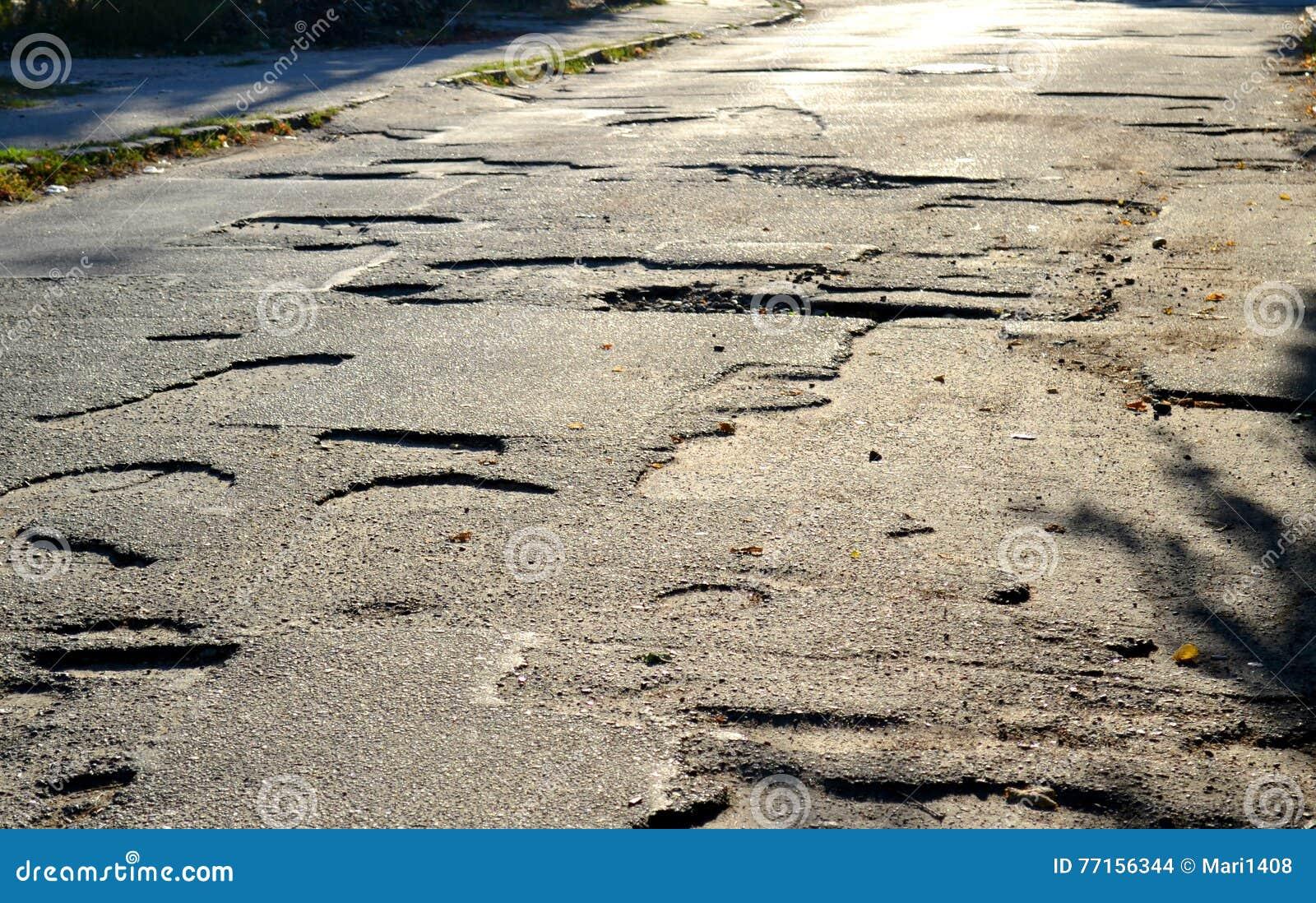 Puits sur les routes de l asphalte