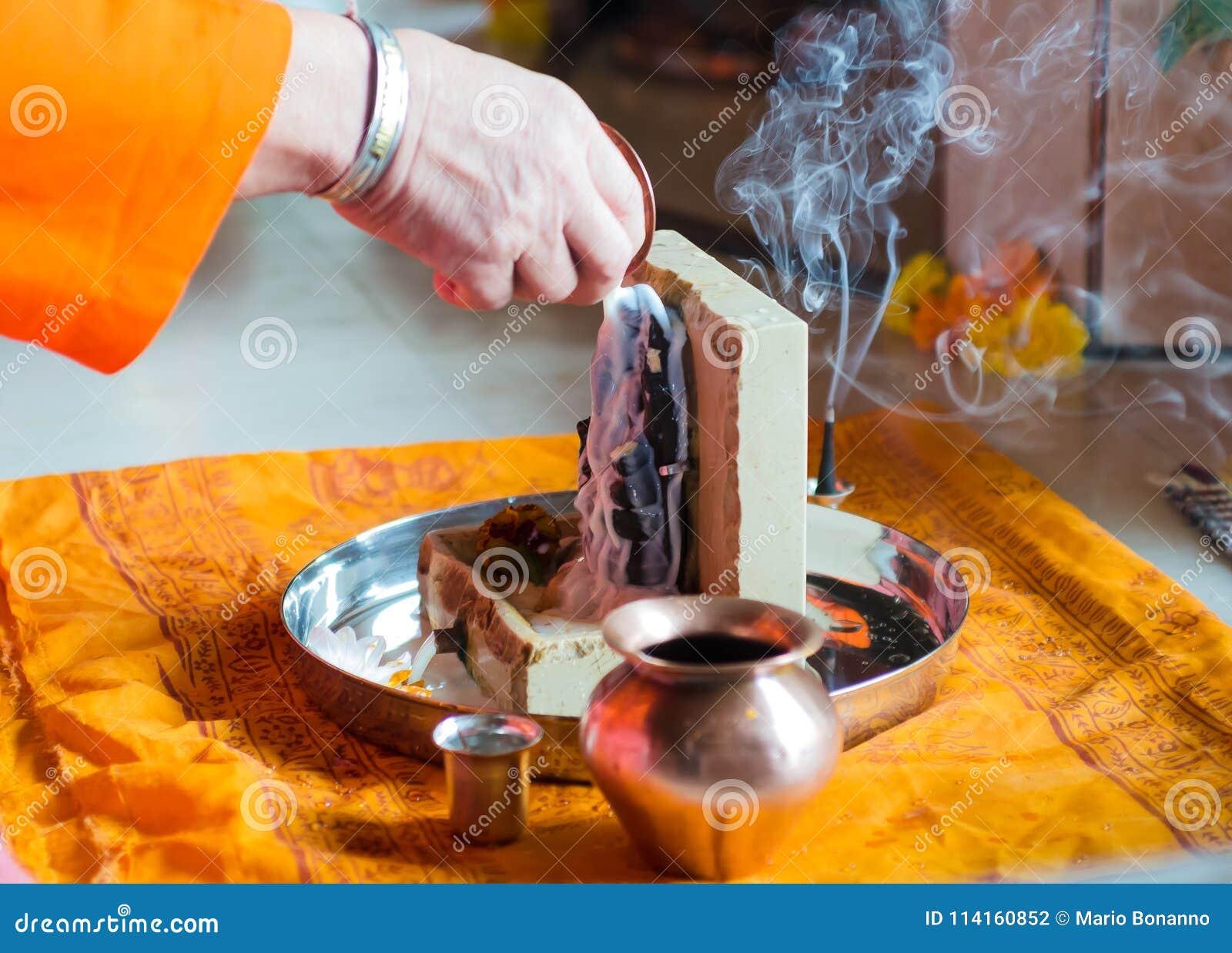 Puja aan Lord Ganesh tijdens het festival van Guru Purnima