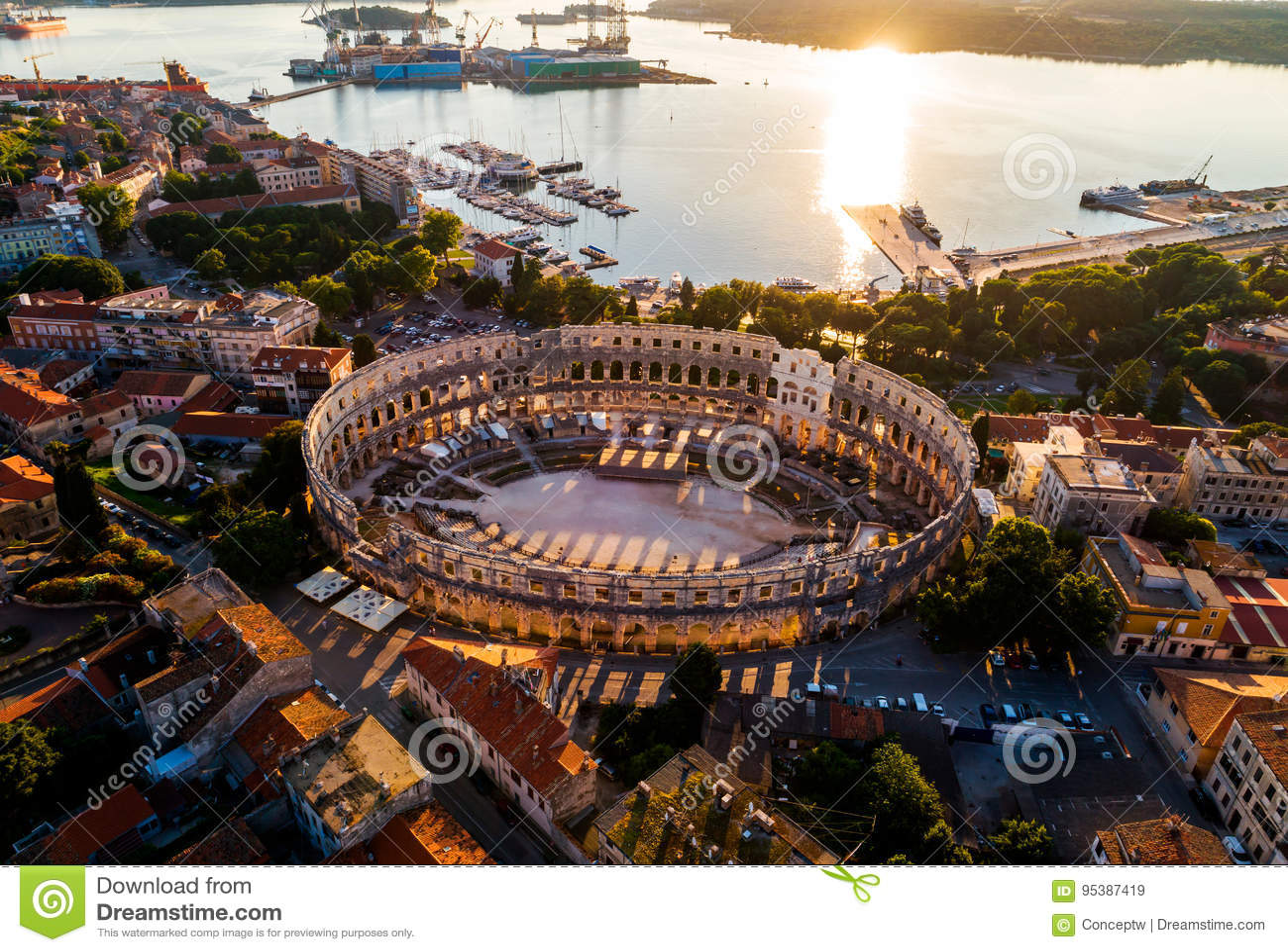 Pula Arena bij zonsondergang - Roman Amphitheater van Pula, Kroatië
