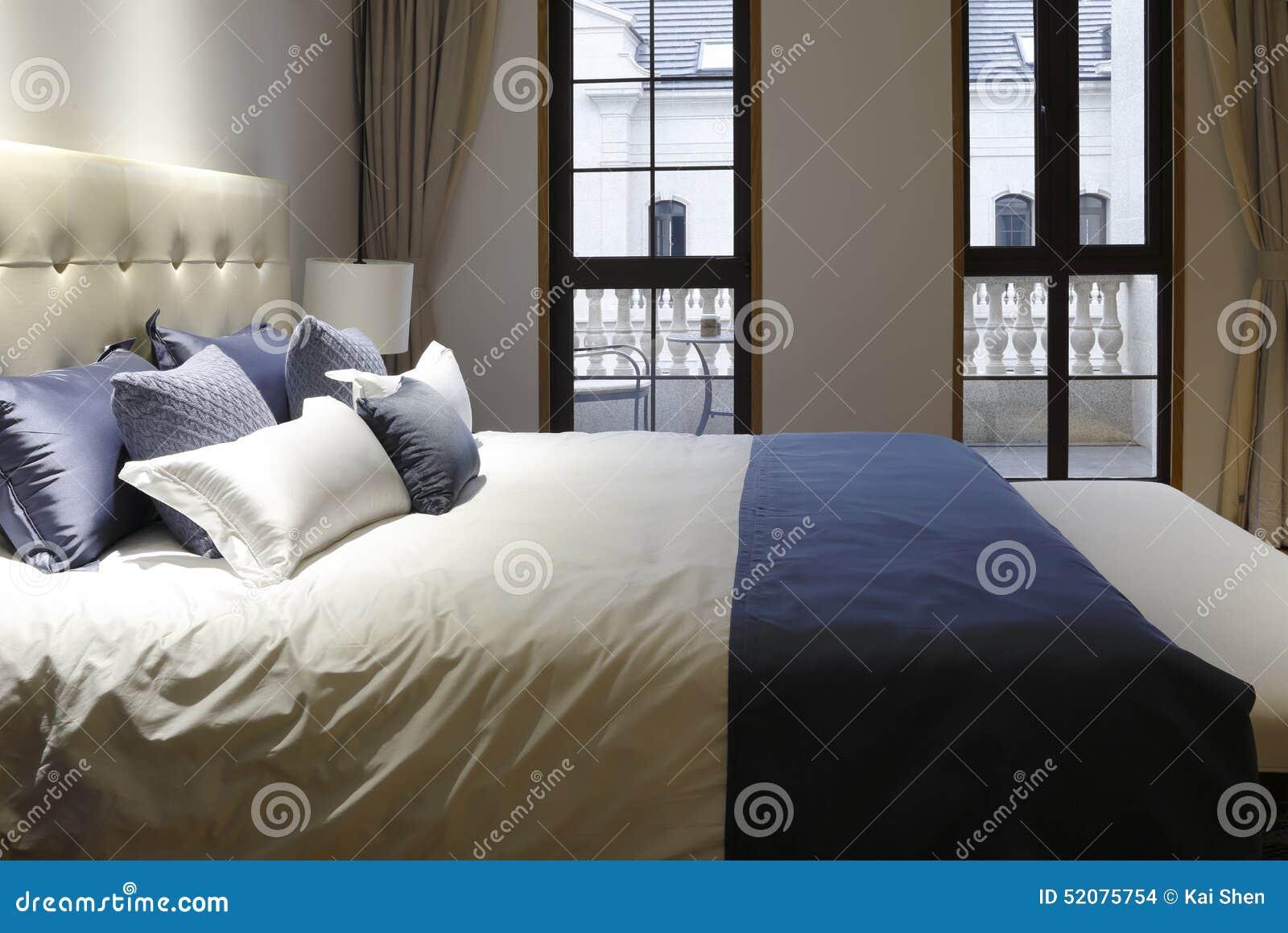 Finestra sopra il letto for Camera da letto sopra il garage