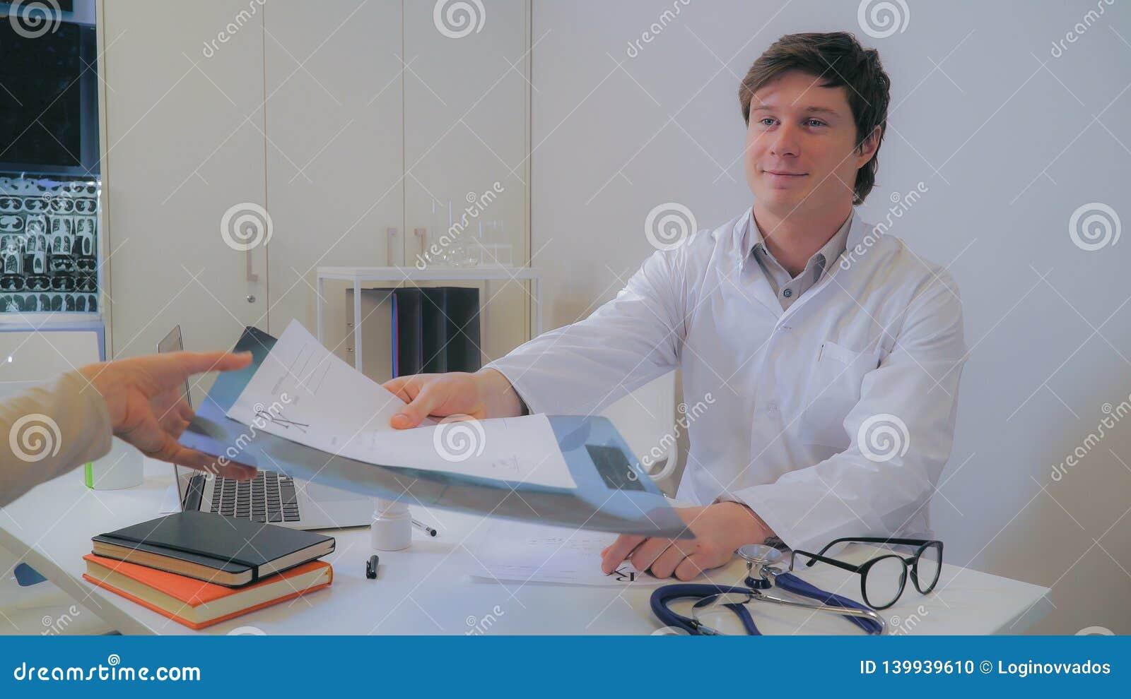 Pulmonologist in hospital.