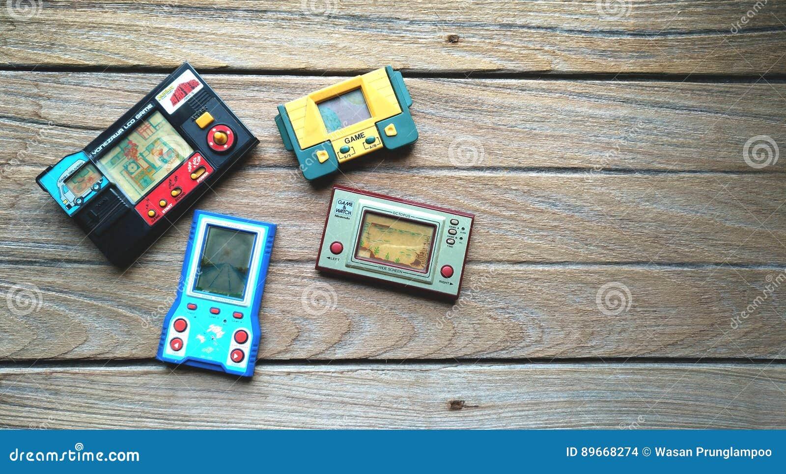 Pulpo Videoconsola Del Juego De Nintendo Y Del Reloj Portatiles