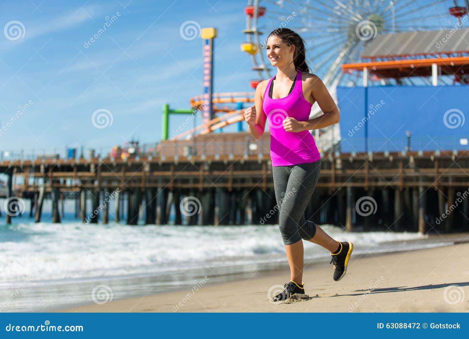 Download Pulser Heureux Sain Convenable De Femme Sur La Femelle Attirante De Cardio- Perte De Poids De L'espace De Jour Parfait De Plage Photo stock - Image du athlète, extérieur: 63088472