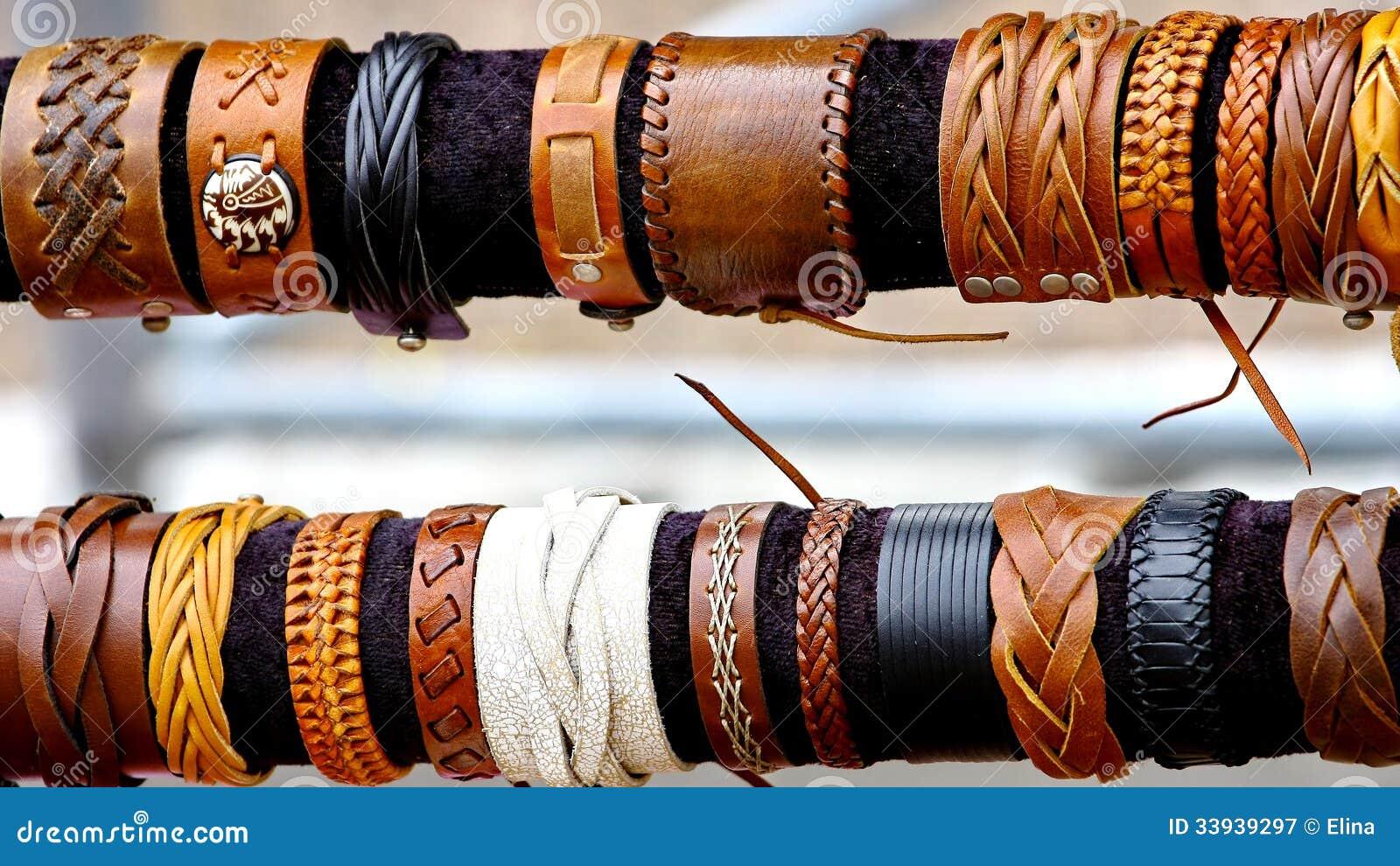 fb78f250930d Pulseras Coloridas De Las Artesanías Imagen de archivo - Imagen de ...