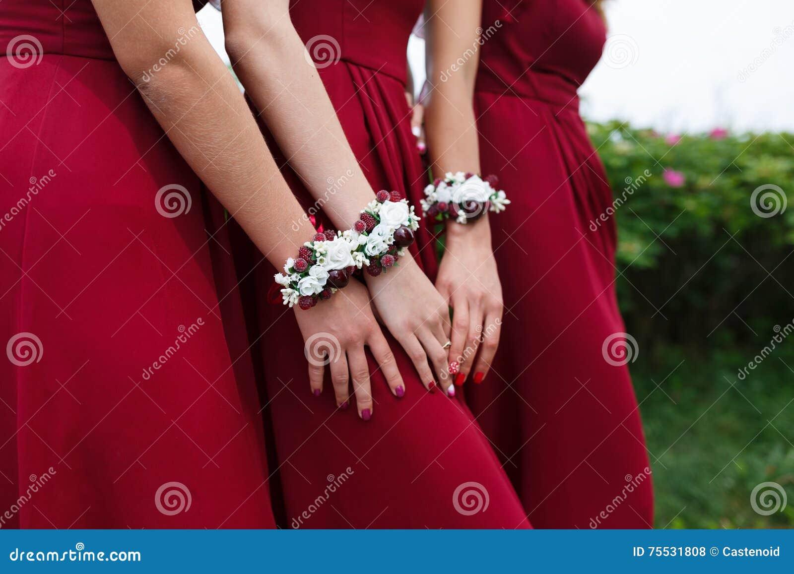 dffef7164a Pulseras Para Las Damas De Honor Foto de archivo - Imagen de manera ...