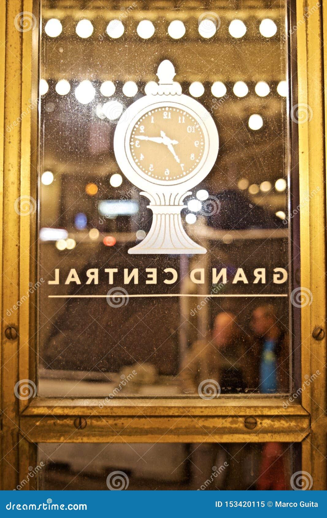 Pulso de disparo no Grand Central Station New York da porta