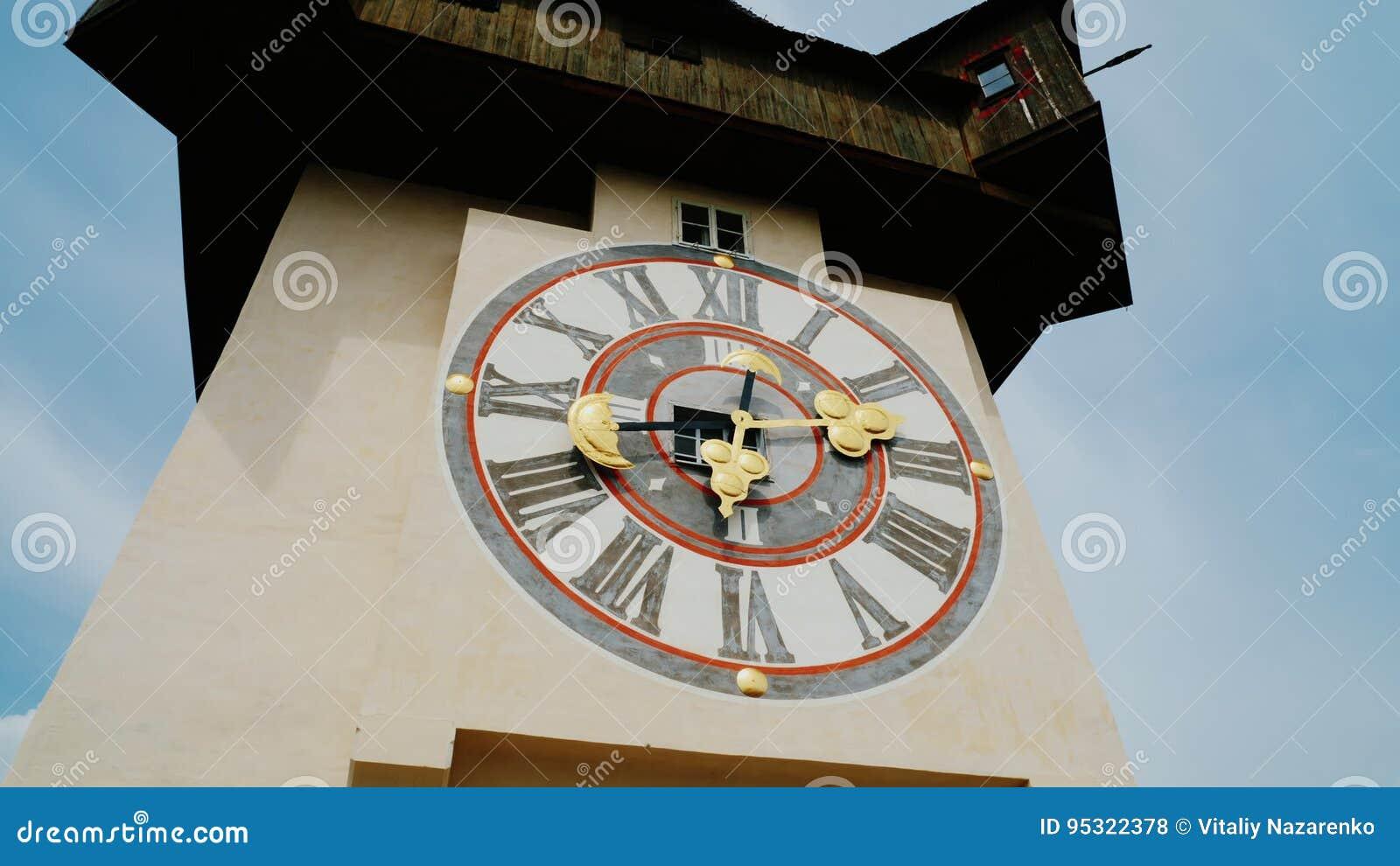 Pulso de disparo velho na torre na cidade de Graz, Áustria Atrações da cidade filme