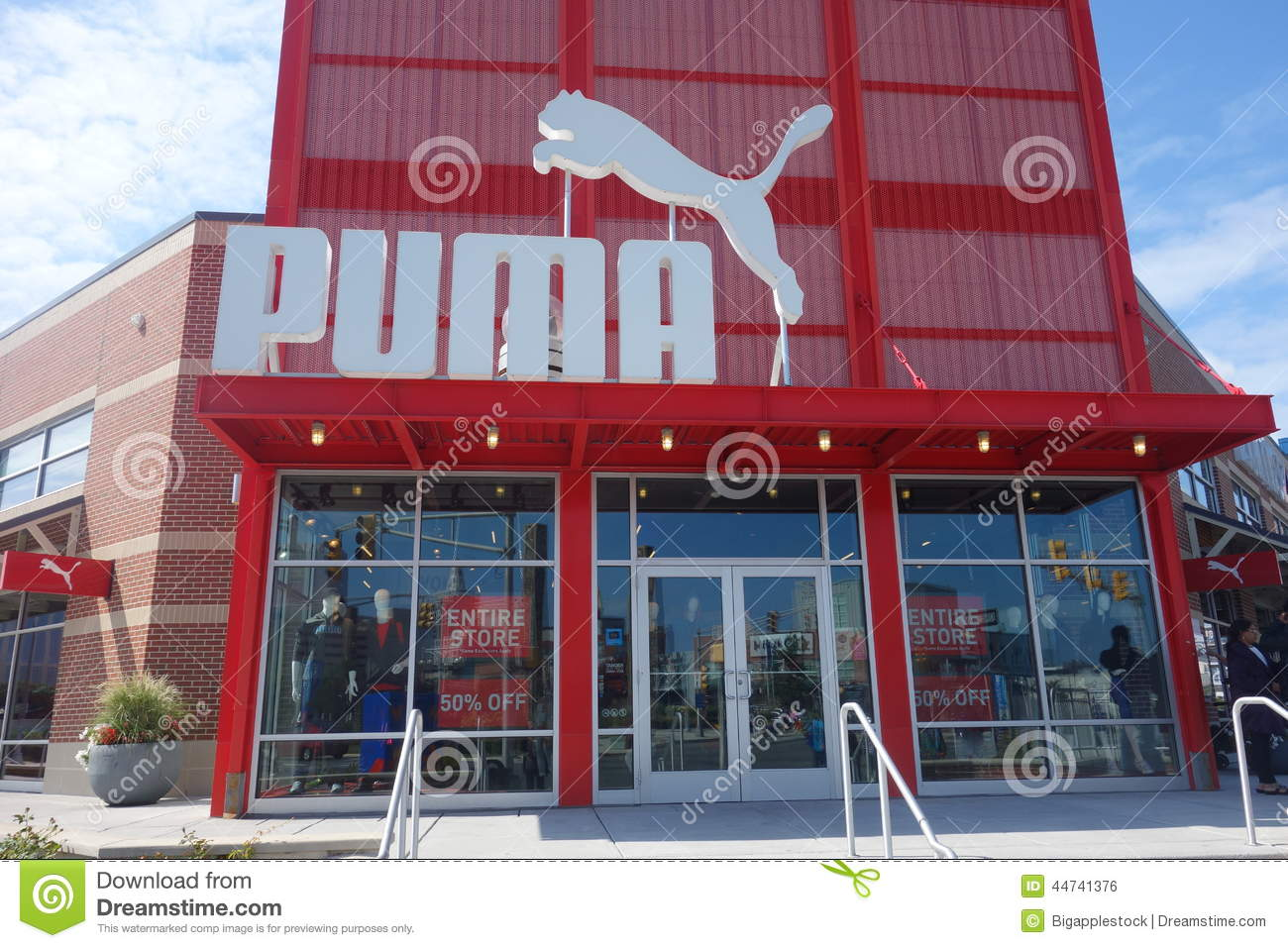 Stores that sell puma clothing