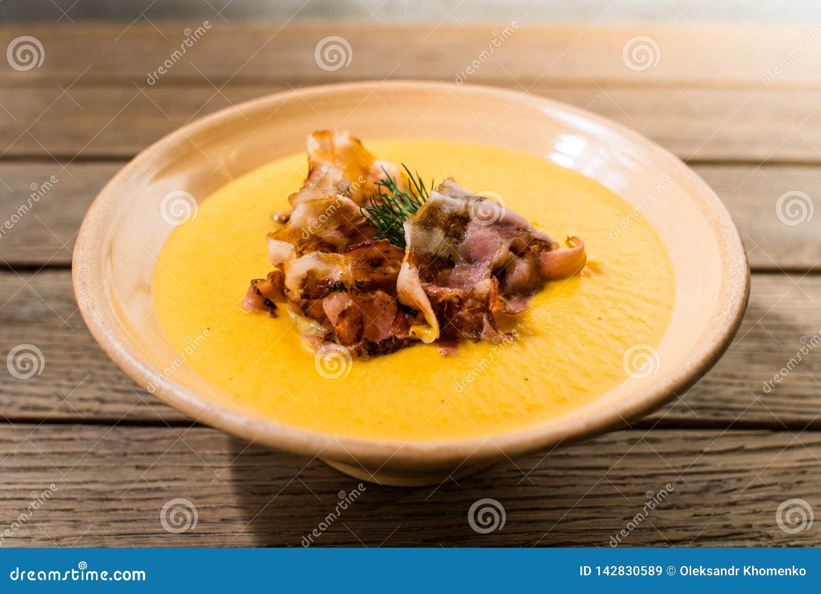 Pumpasoppa med bacon