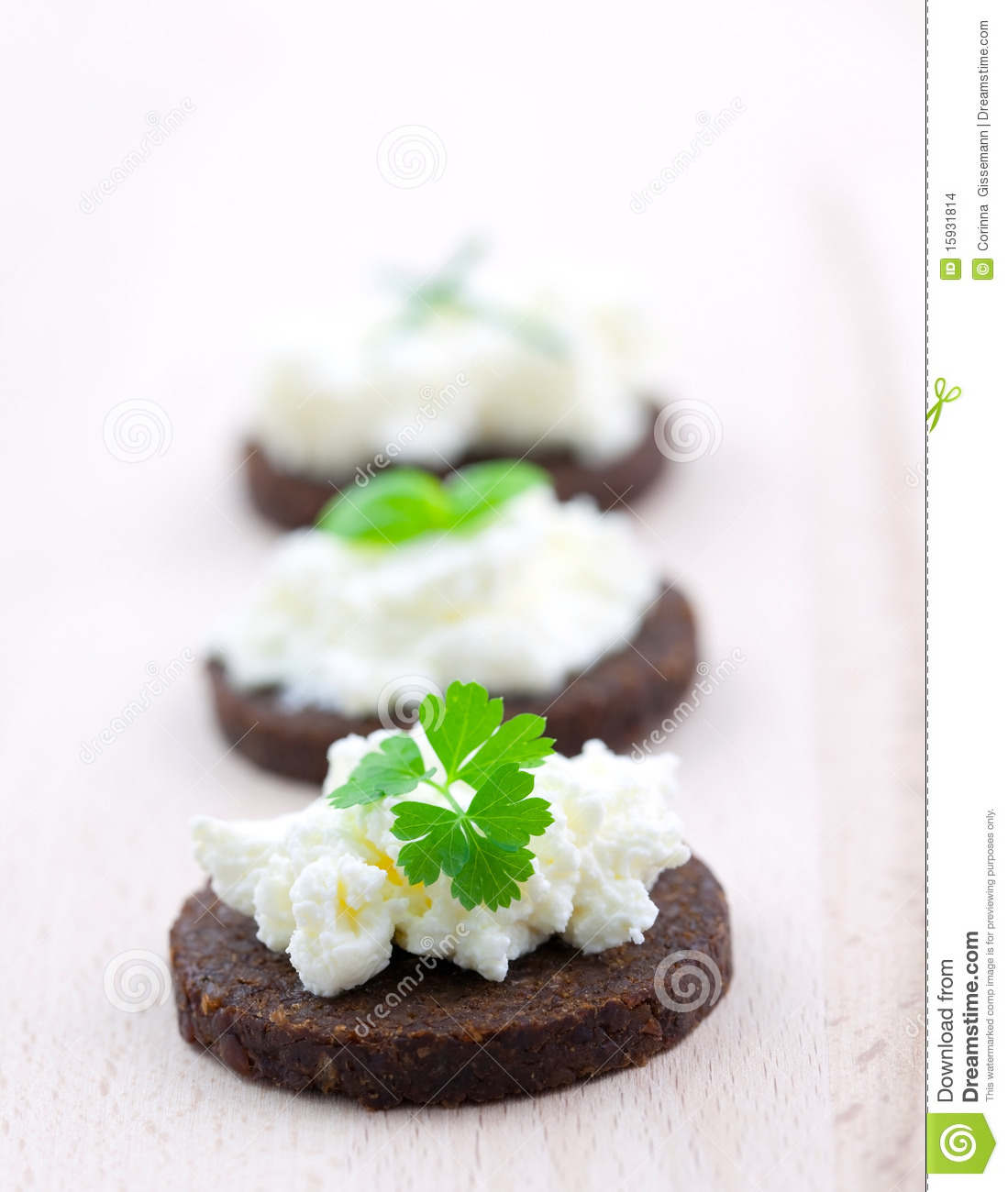 Pumpernickel bread canape stock images image 15931814 for Canape garnishes