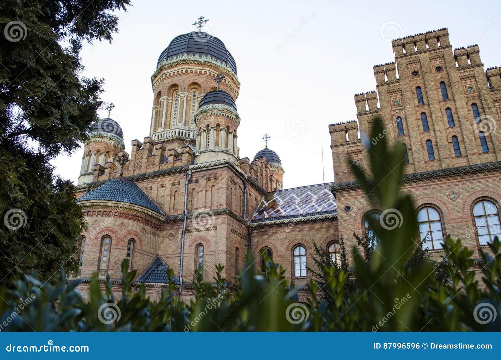 Punkt zwrotny w Chernivtsi, Ukraina, ortodoksyjny kościół przy uniwersytetem poprzednia metropolita siedziba