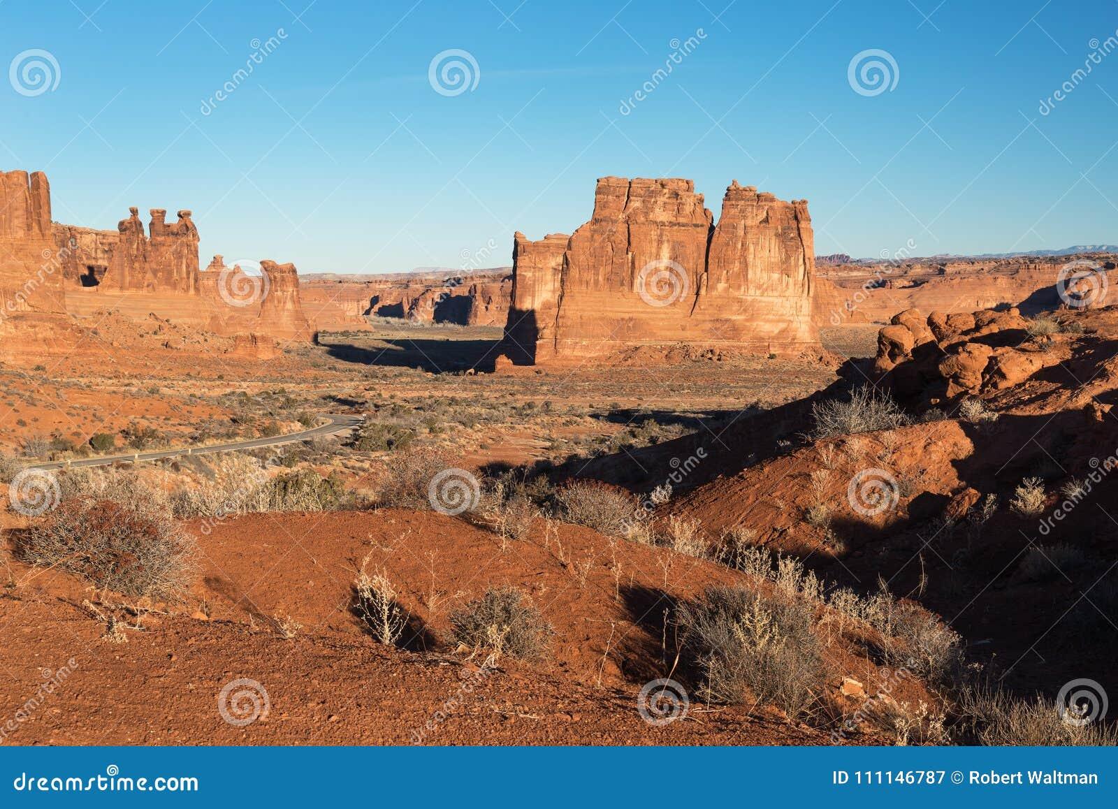 Punto de visión dramático del parque nacional Utah de los arcos