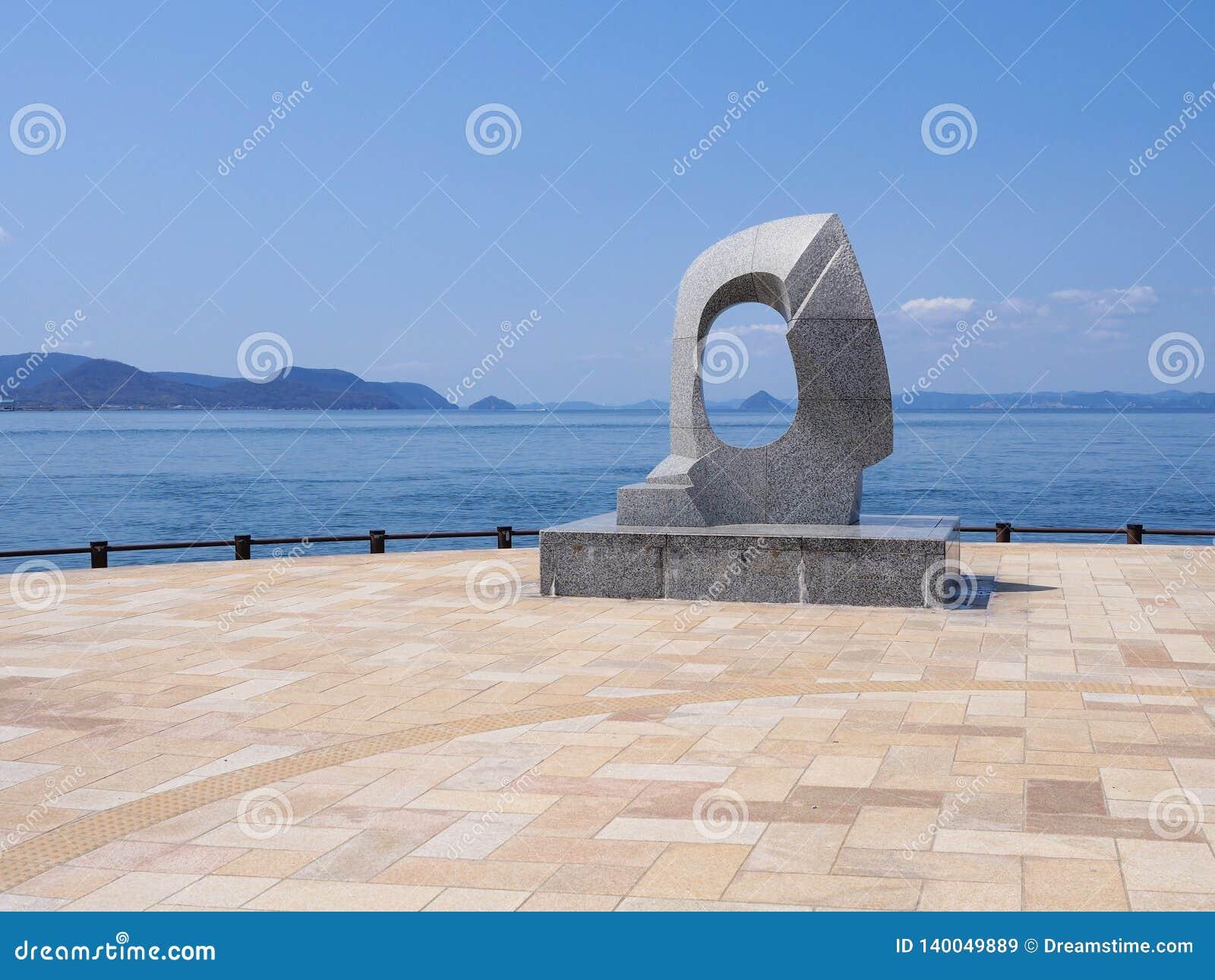 Punto de vista del océano de Takamatsu con el monumento