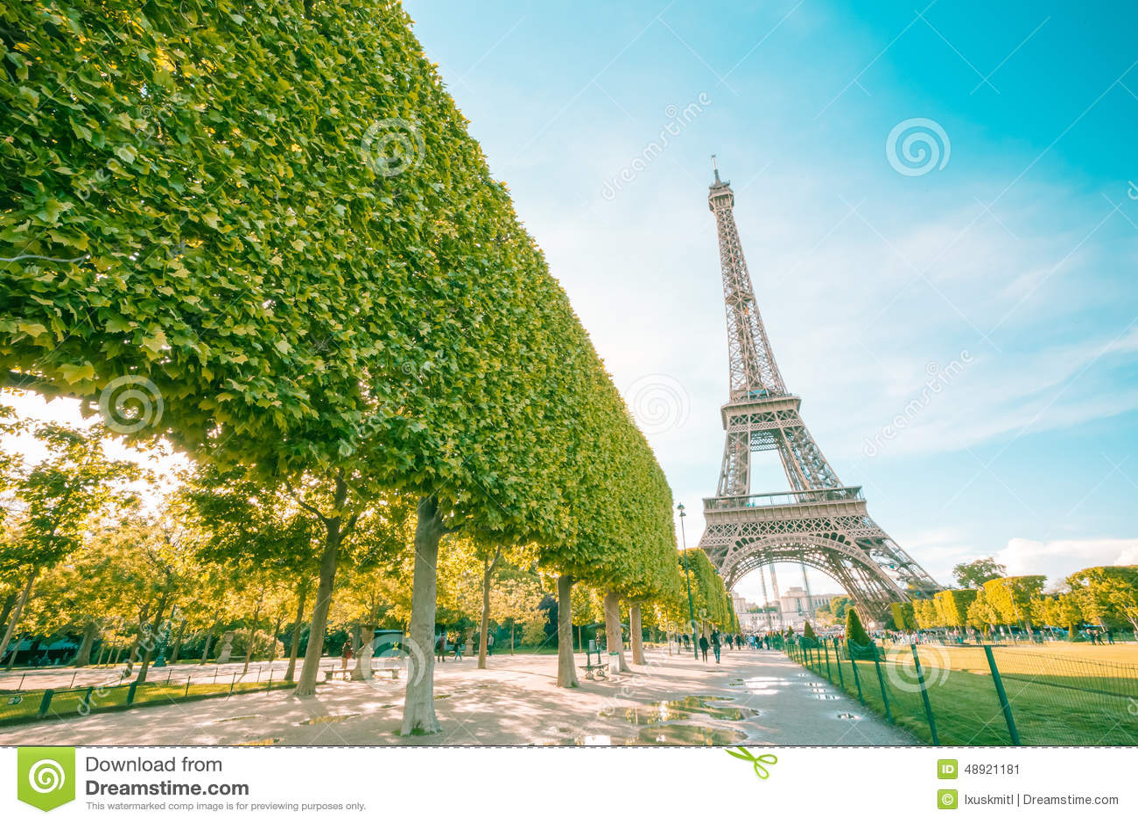 Punto di riferimento della torre Eiffel di Parigi con il filtro d annata