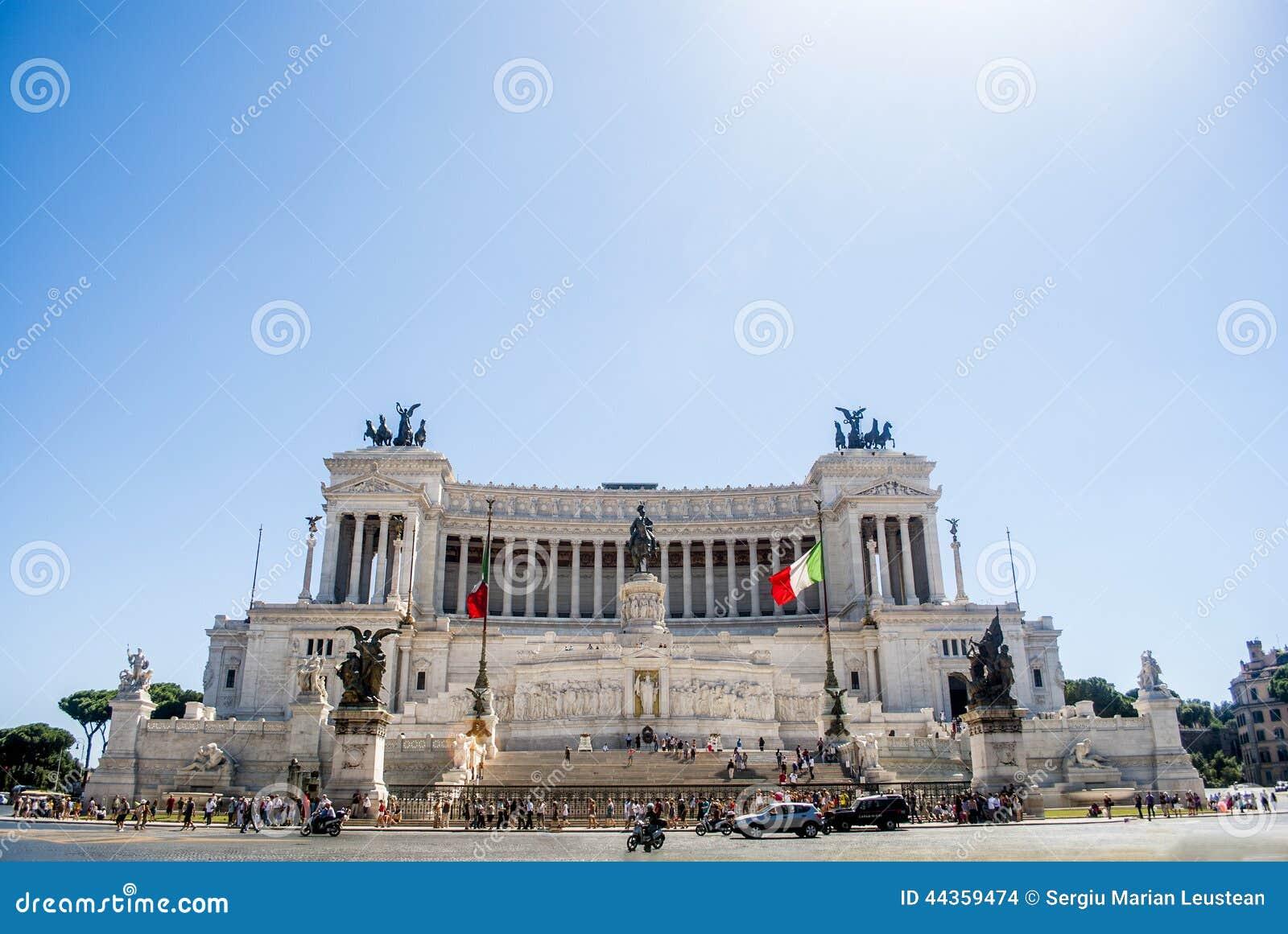 Punto di vista del cittadino, monumento Vittorio Emanuele II sulla piazza Venezia