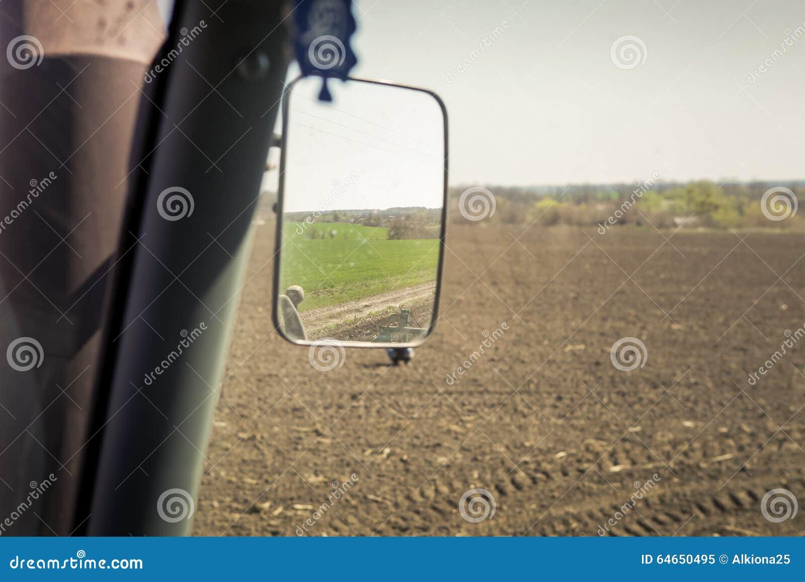 Punto di vista del coltivatore in specchio superiore della for Veterinario di punto di cabina