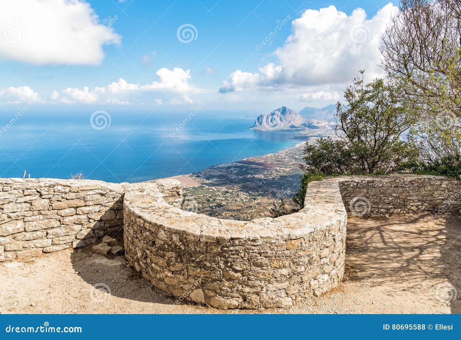 Punto di vista di Monte Cofano da Erice, Sicilia, Italia