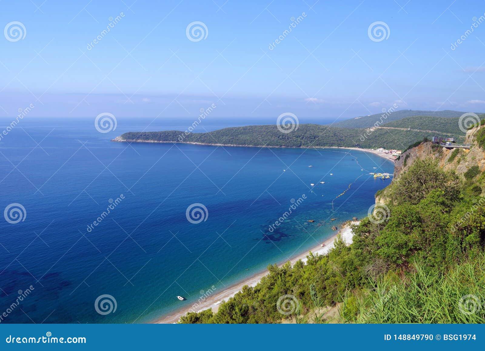 Punto di vista di Jaz Beach vicino a Budua, Montenegro
