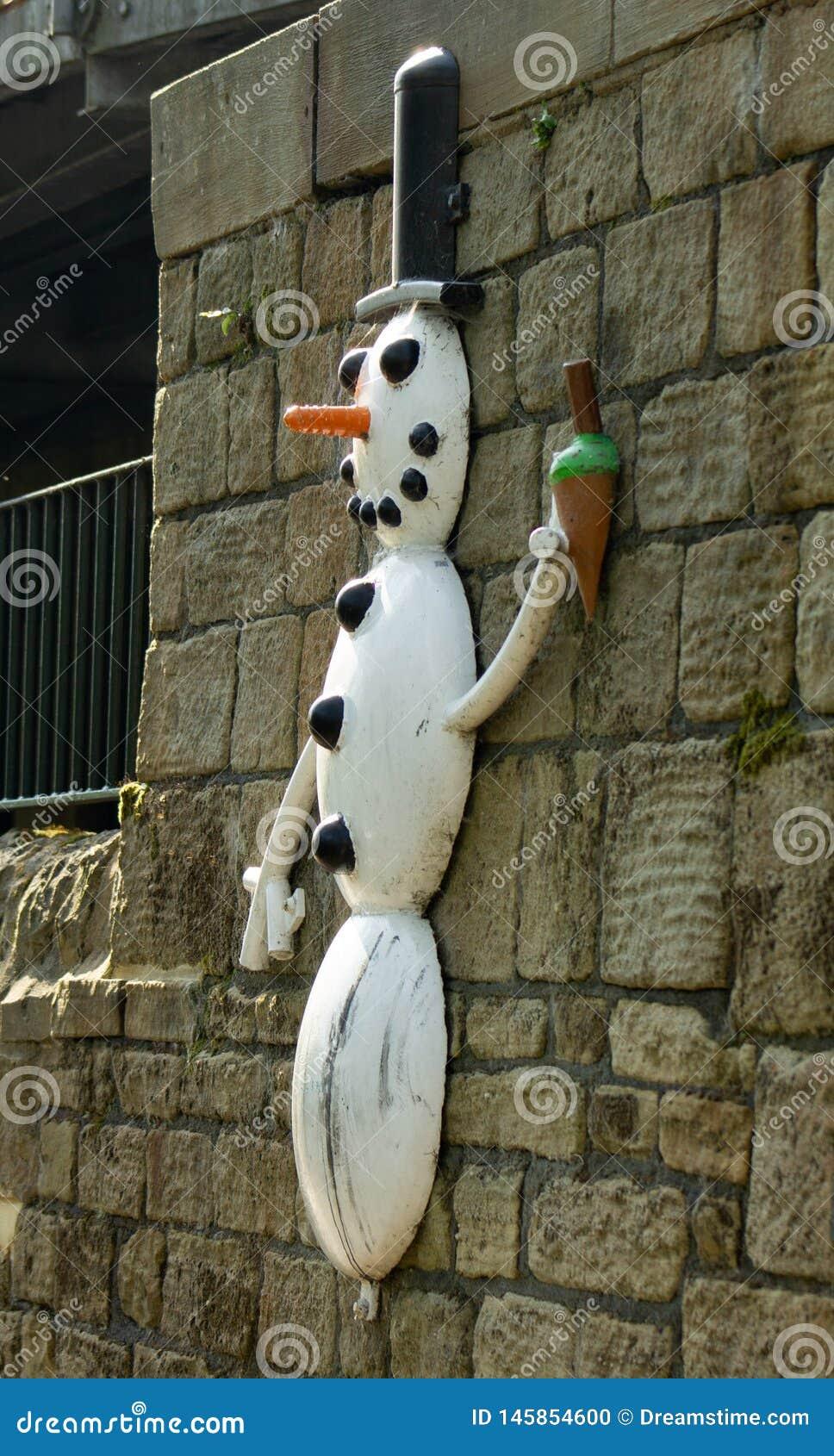 Pupazzo di neve della traccia della scultura dell Aire