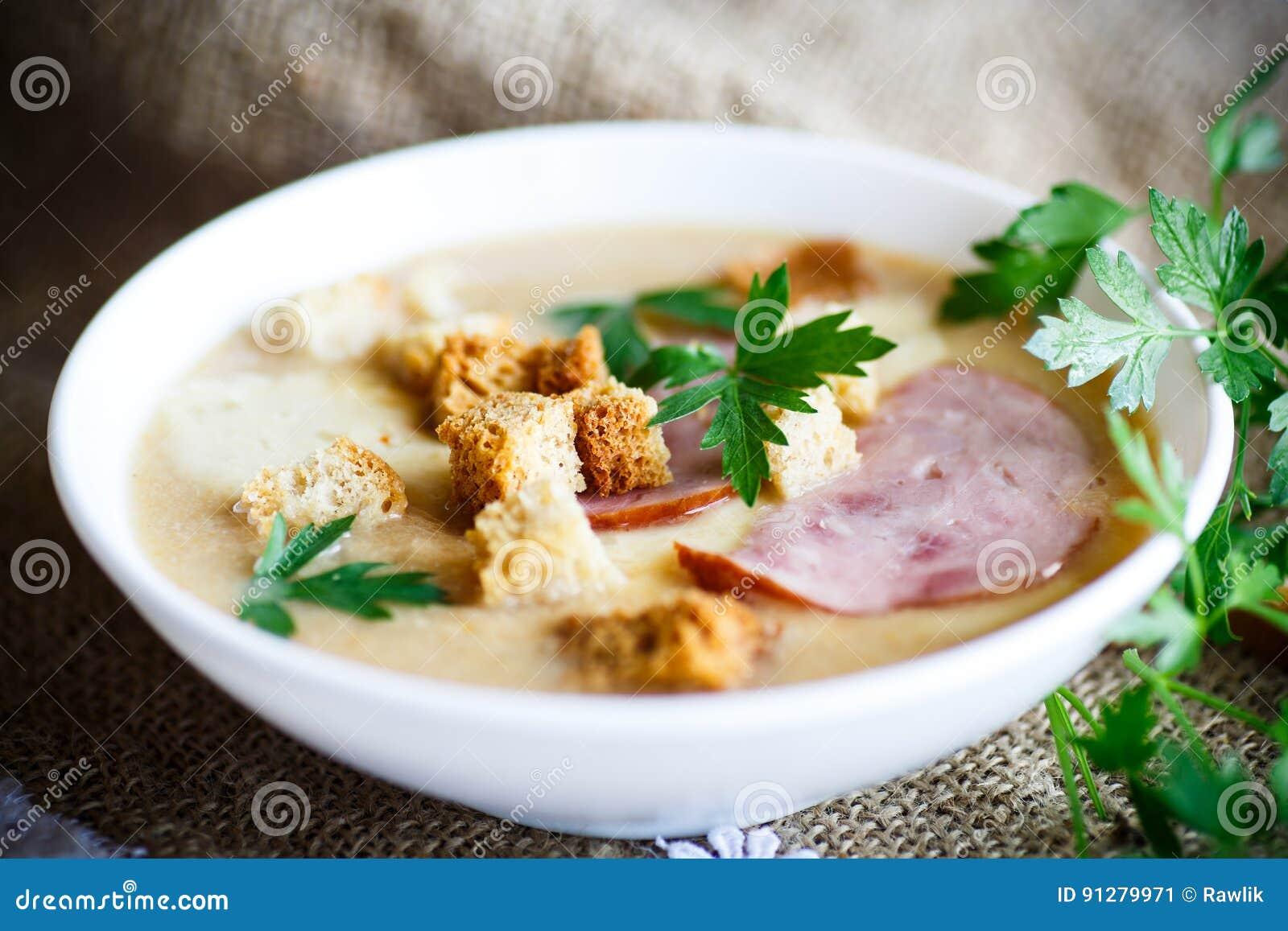 Puré för grönsaksoppa med ost, bacon