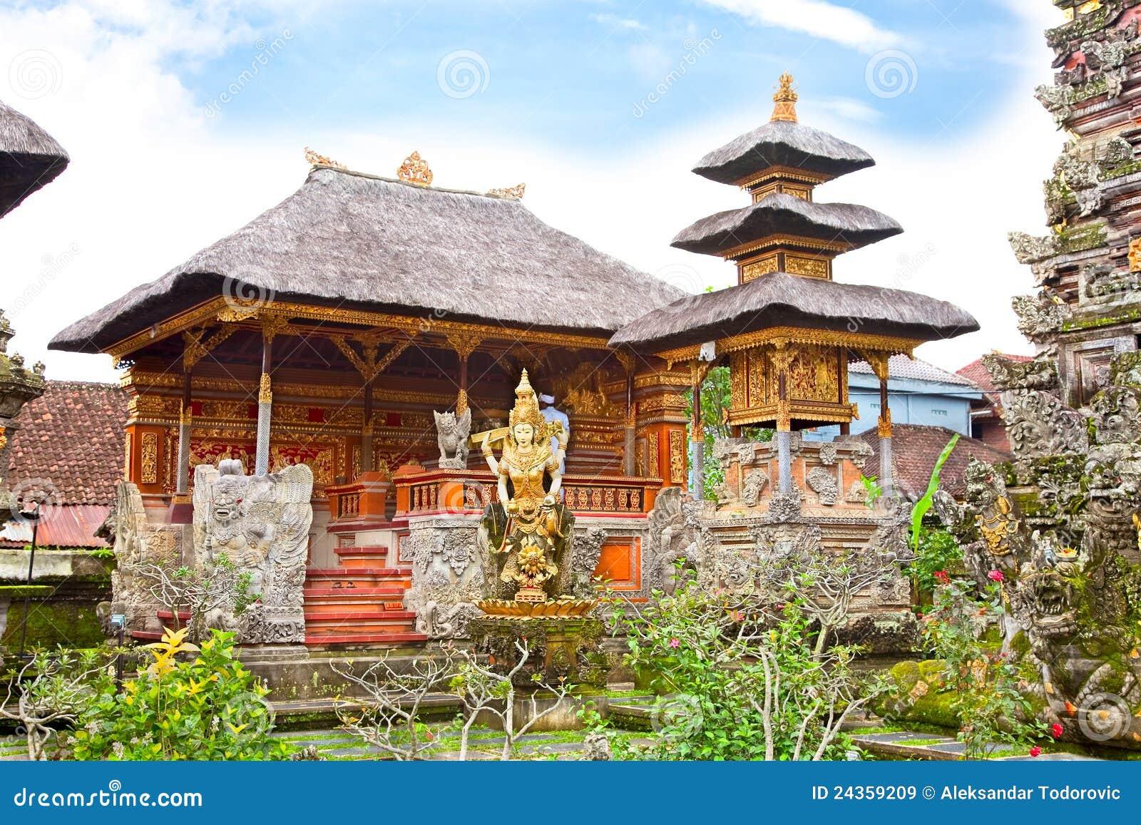 Pura saraswati tempel ubud bali indonesien lizenzfreie for Traditionelles haus bali