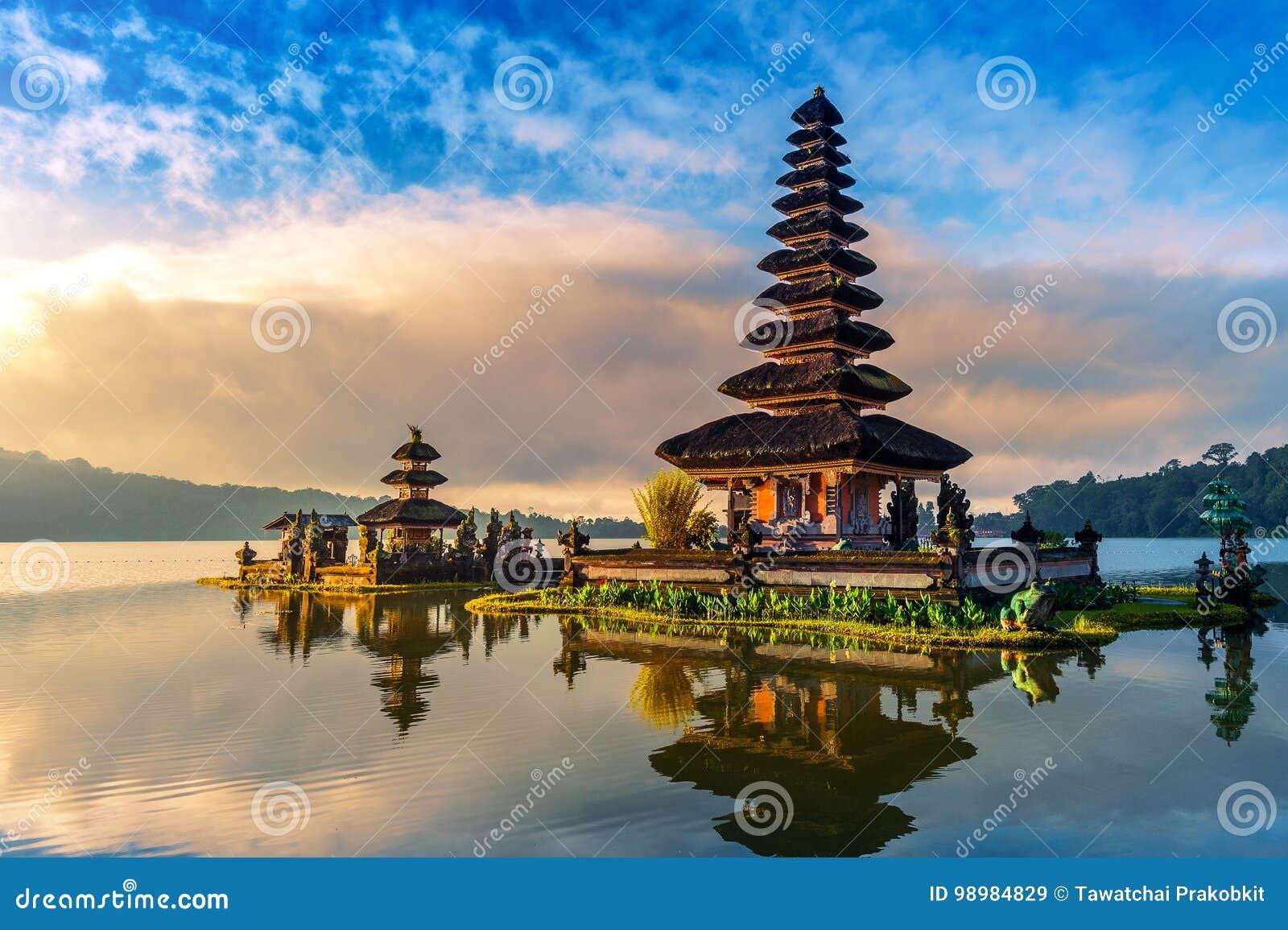Pura ulun danu bratan świątynia w Bali
