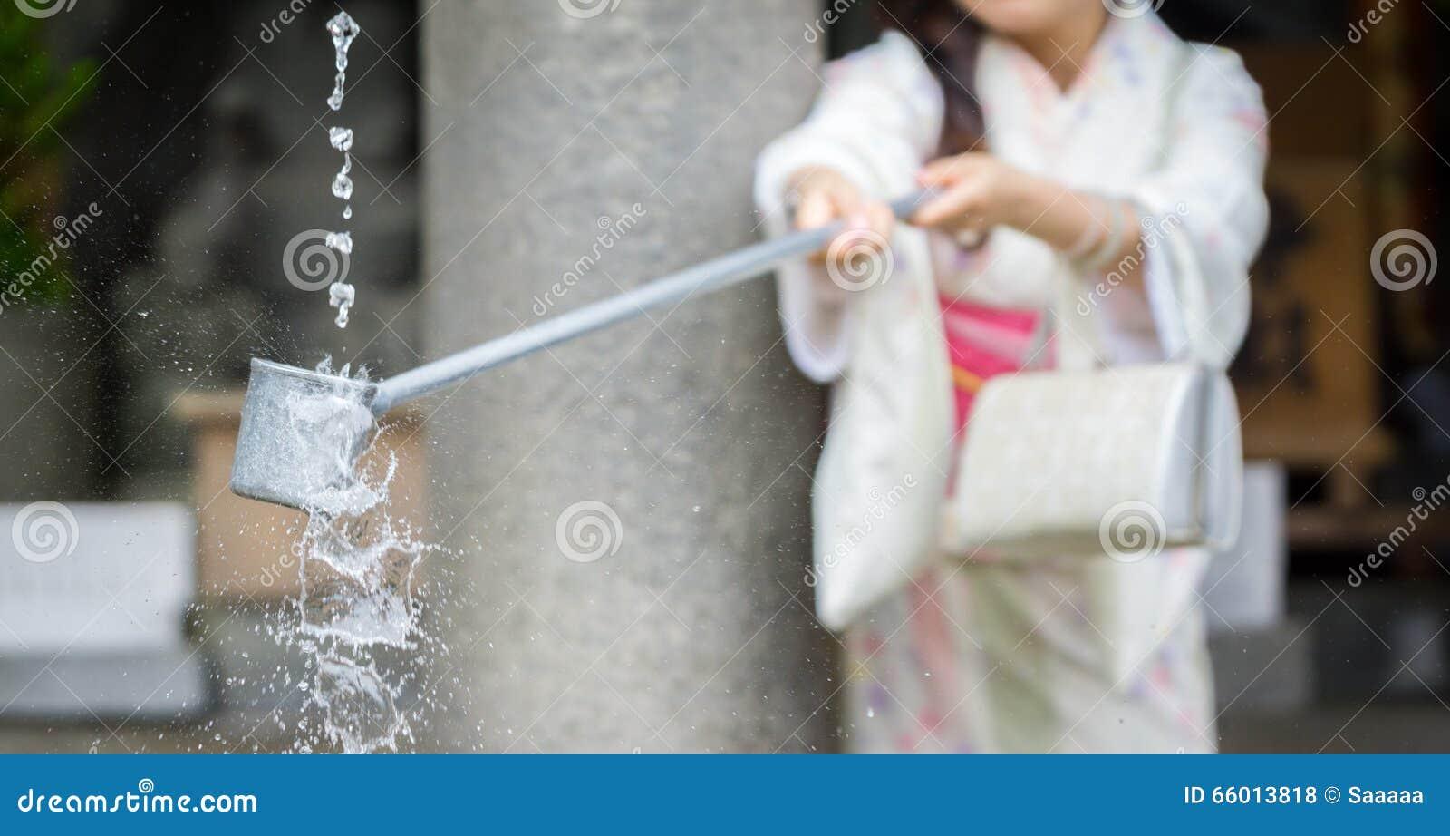 Purification d eau à l entrée du temple japonais #3